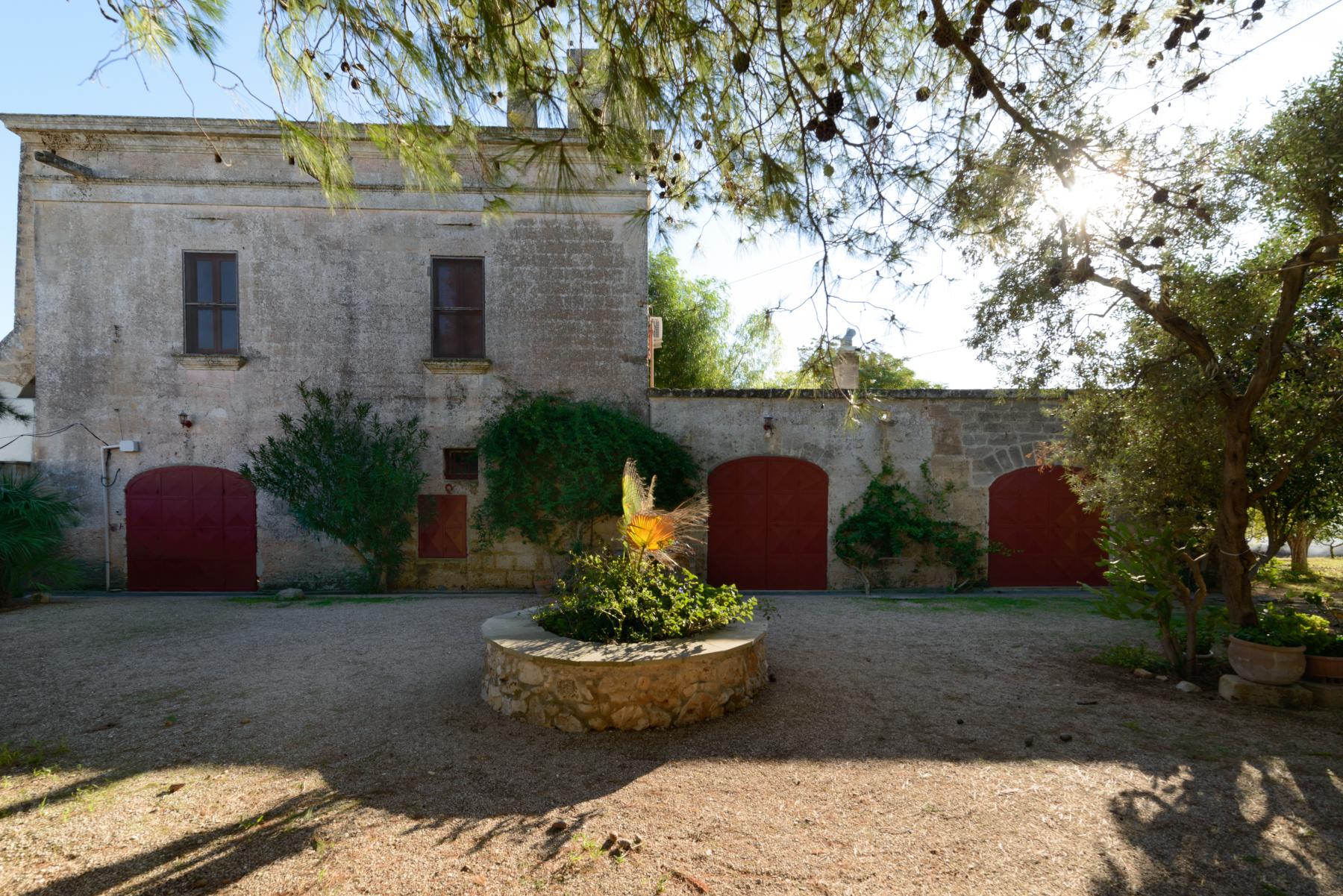 Villa in Vendita a Mesagne: 5 locali, 350 mq - Foto 8