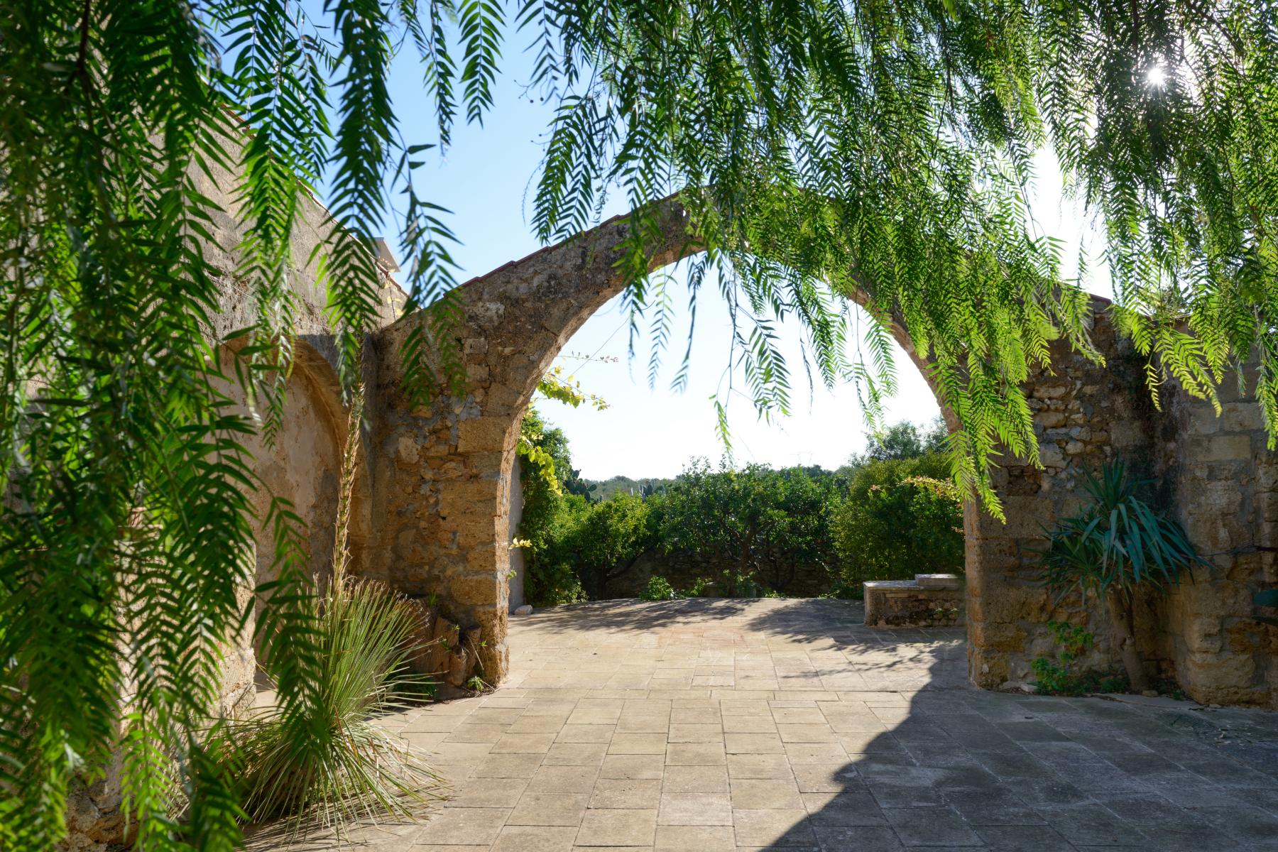 Villa in Vendita a Mesagne: 5 locali, 350 mq - Foto 9