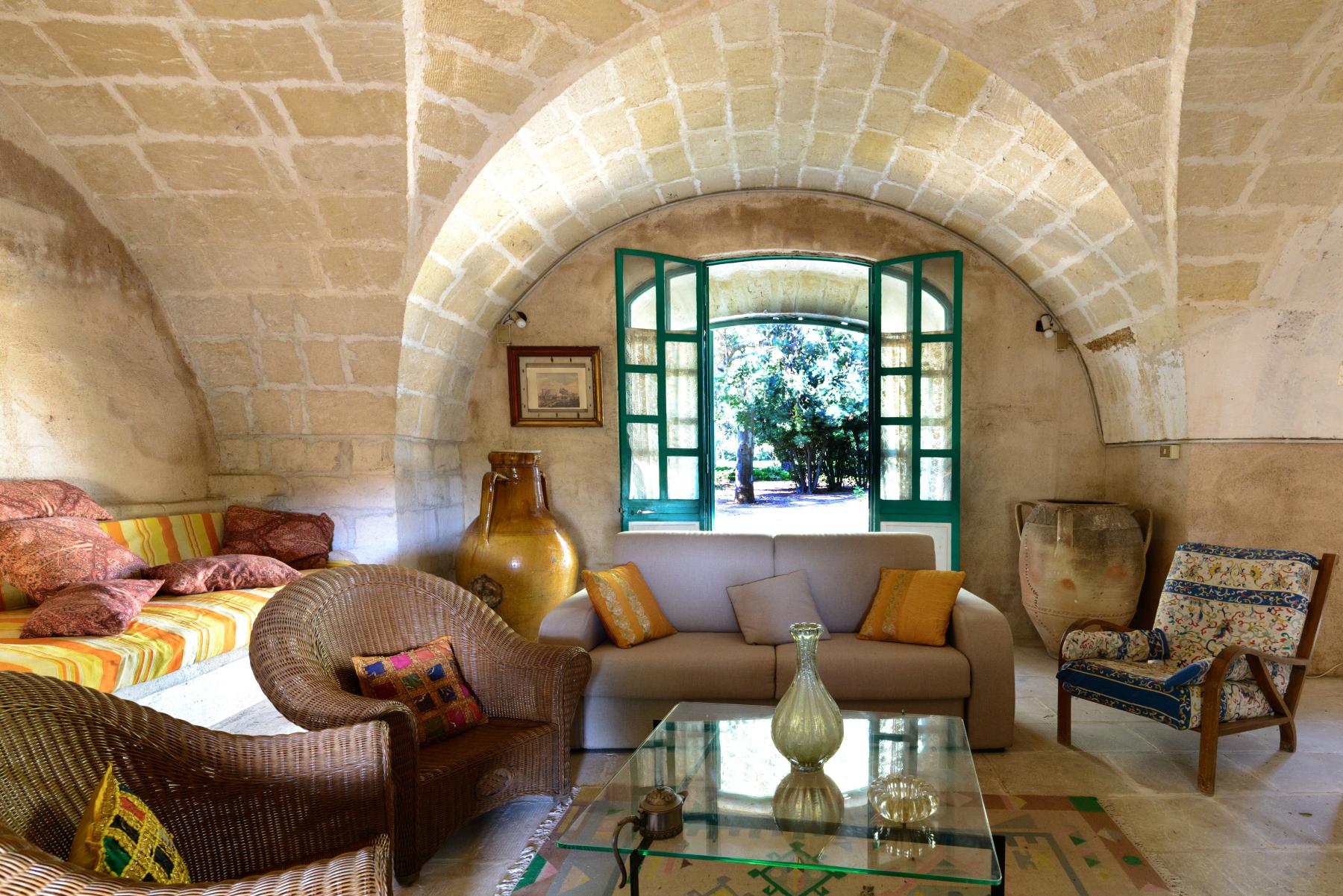 Villa in Vendita a Mesagne: 5 locali, 350 mq - Foto 1