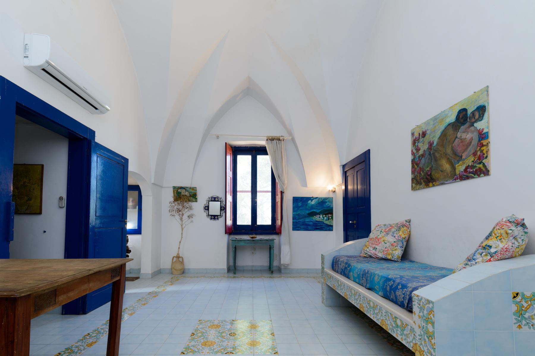 Villa in Vendita a Mesagne: 5 locali, 350 mq - Foto 4