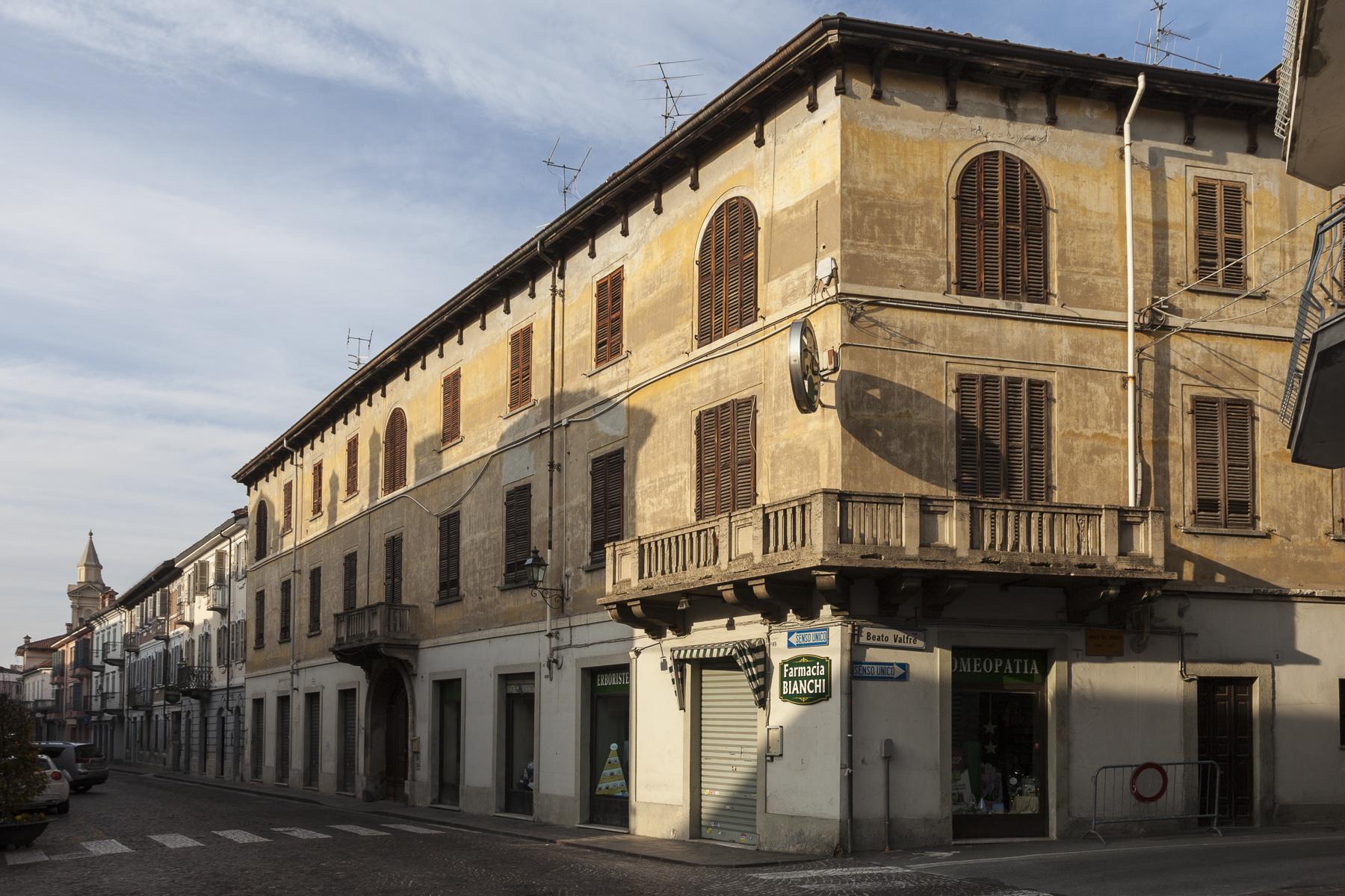 Palazzo in Vendita a Bra: 5 locali, 1236 mq