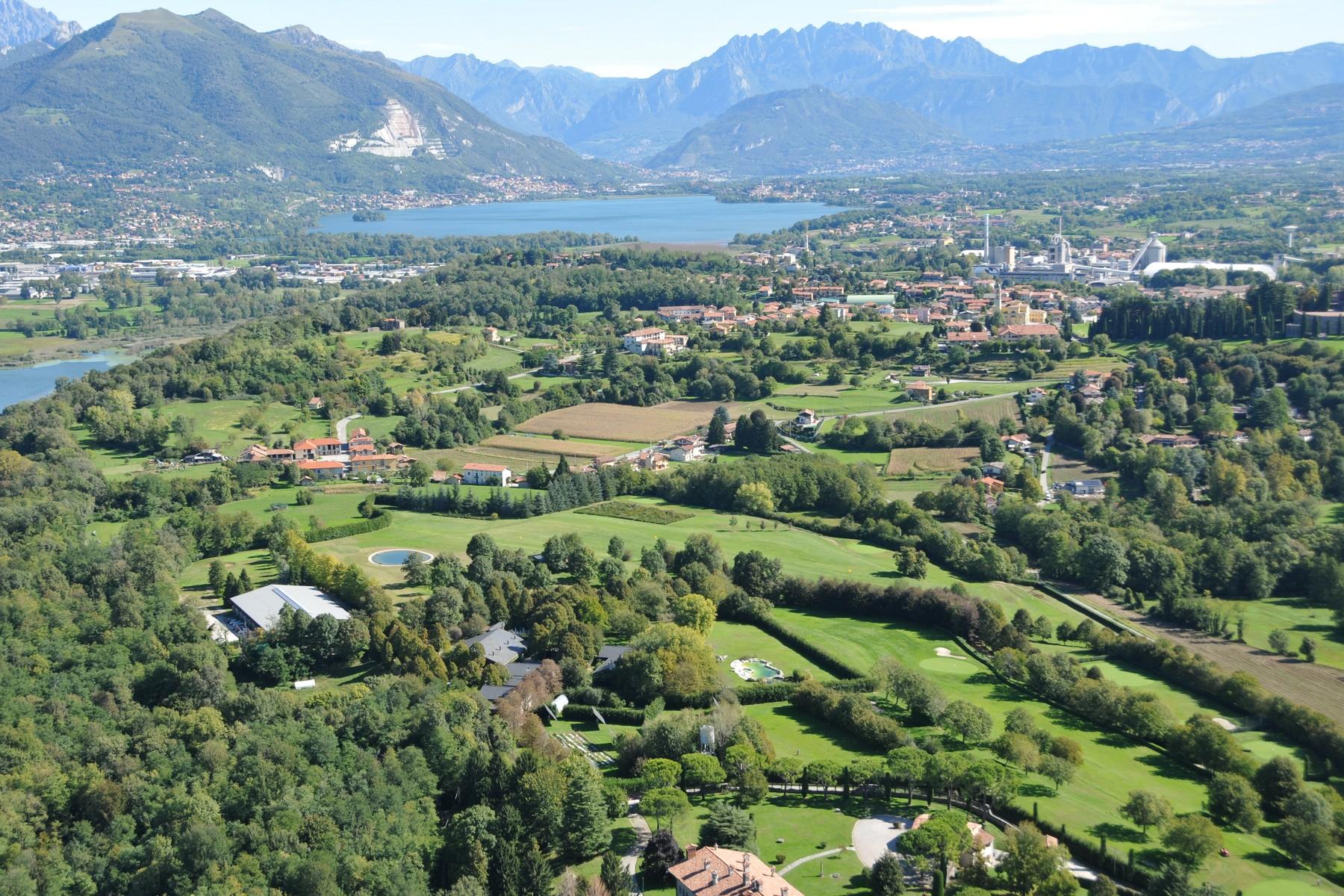 Villa in Vendita a Anzano Del Parco: 5 locali, 3400 mq