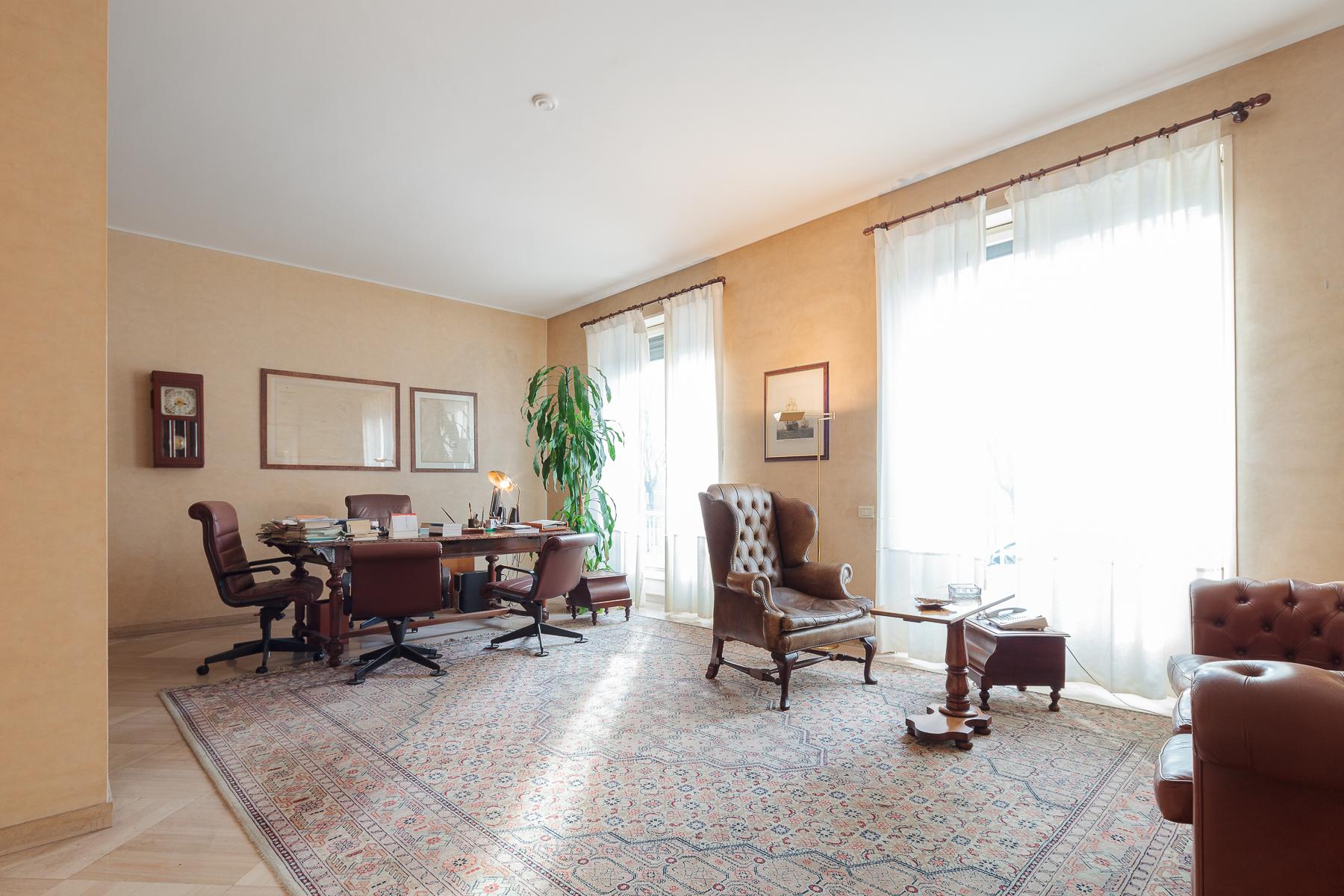 Ufficio studio di lusso in affitto a milano via santa for Affitto studio eur