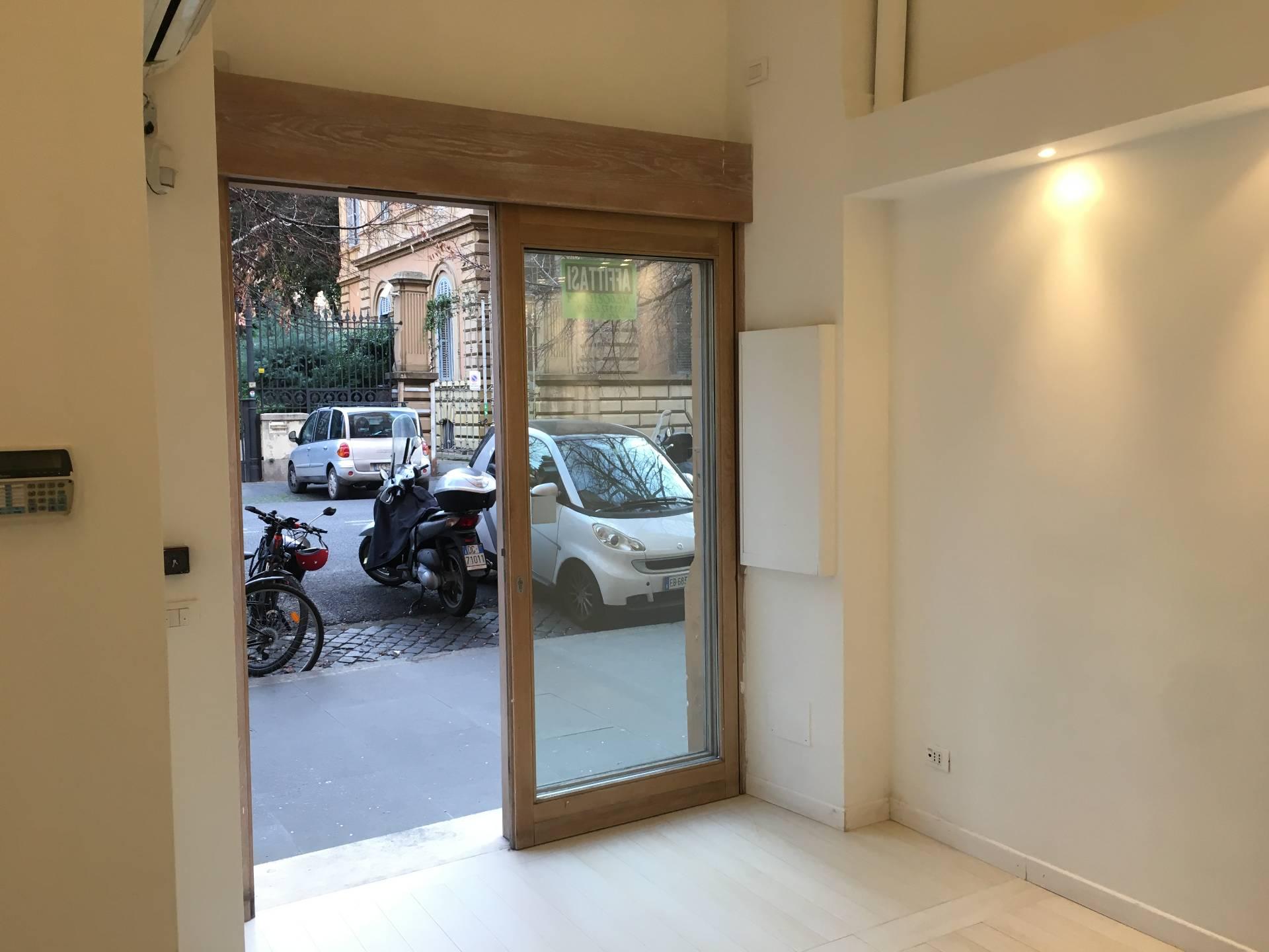 Negozio-locale in Affitto a Roma 01 Centro Storico: 1 locali, 15 mq