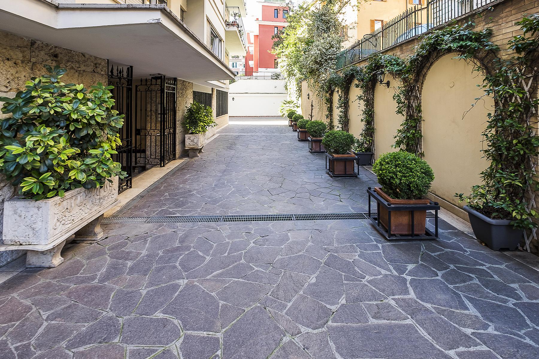 Ufficio studio di lusso in affitto a roma via eleonora for Affitto locali commerciali roma nord
