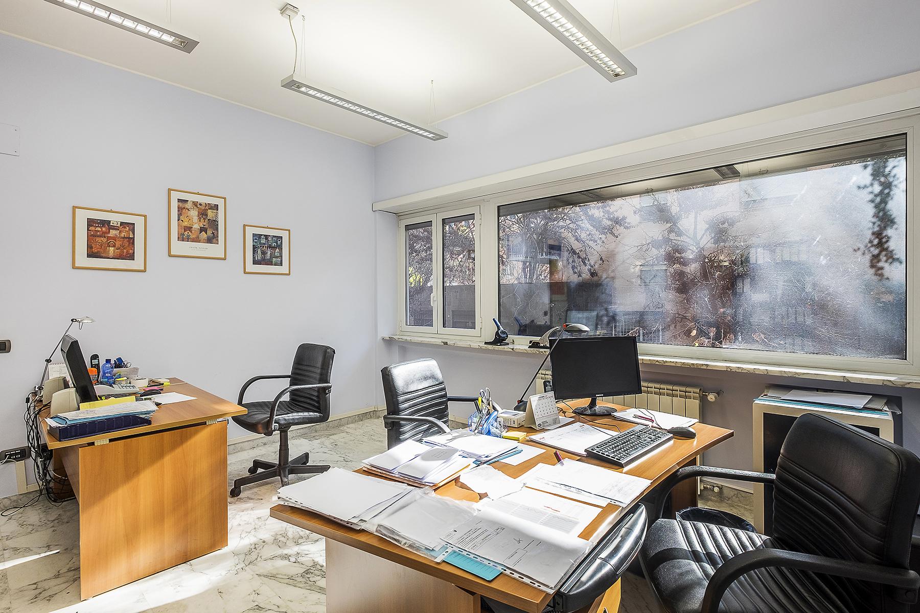 Ufficio studio di lusso in affitto a roma via eleonora for Affitto uffici di prestigio roma