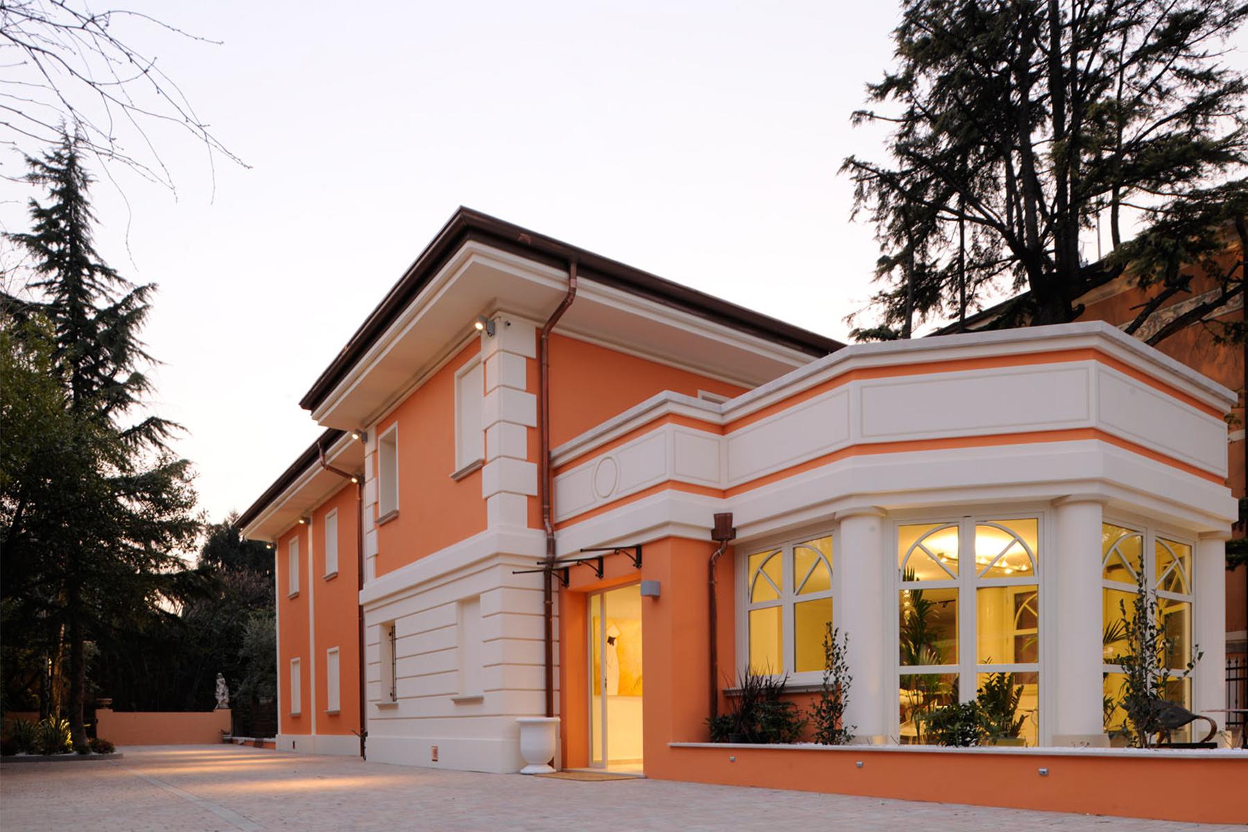 Albergo in Vendita a Desenzano Del Garda: 5 locali, 750 mq