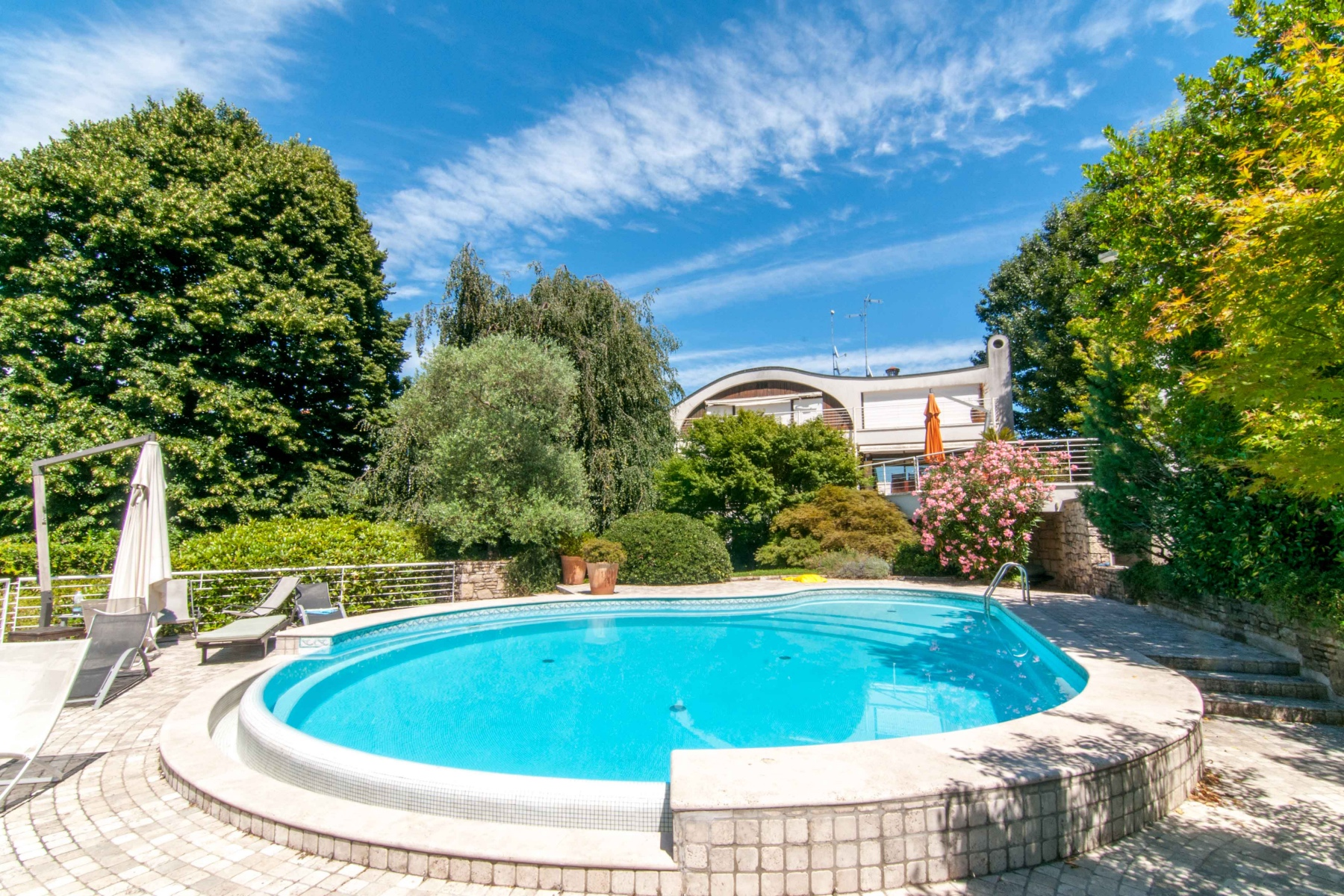 Villa in Vendita a Sesto Calende: 5 locali, 650 mq
