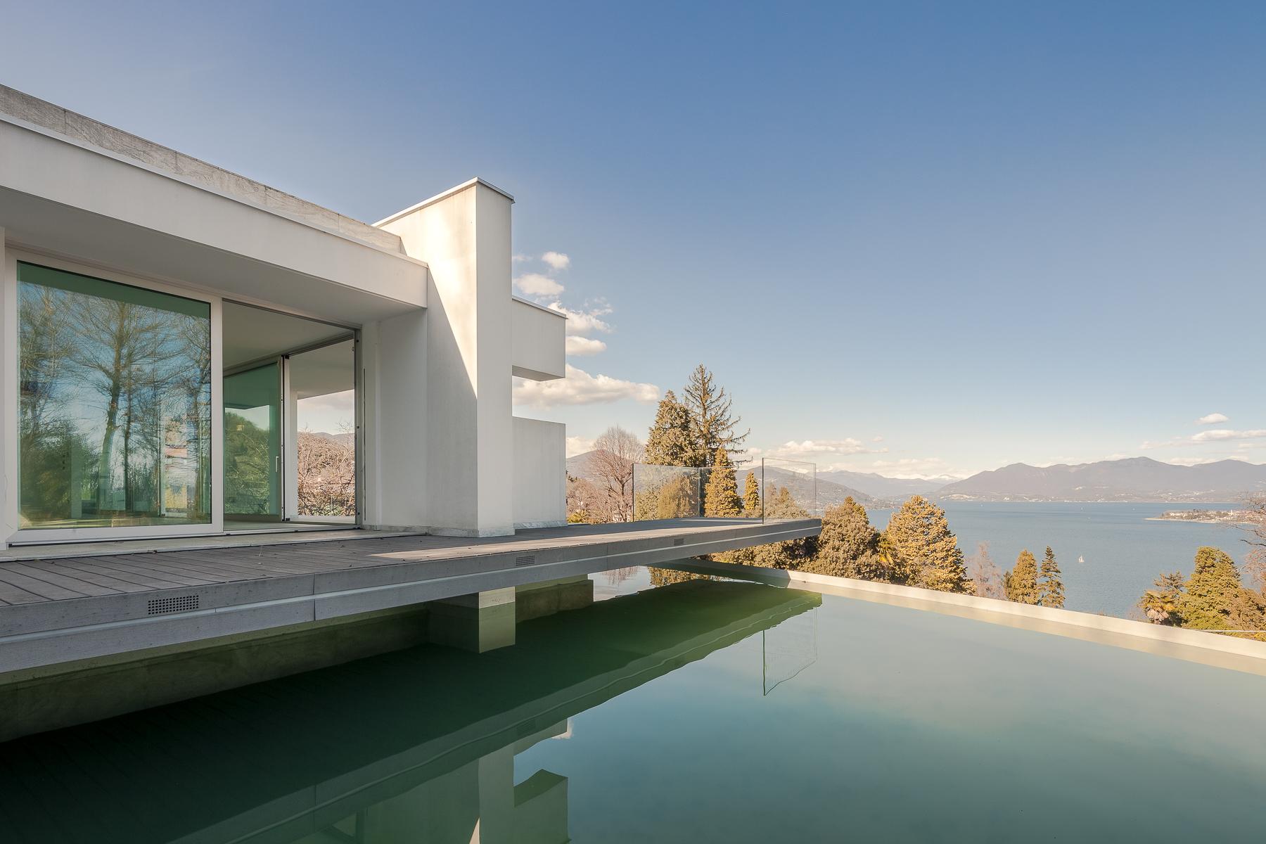 Villa di lusso in vendita ad arona via verbano trovocasa for Piani di una casa piani con stanza bonus sopra il garage