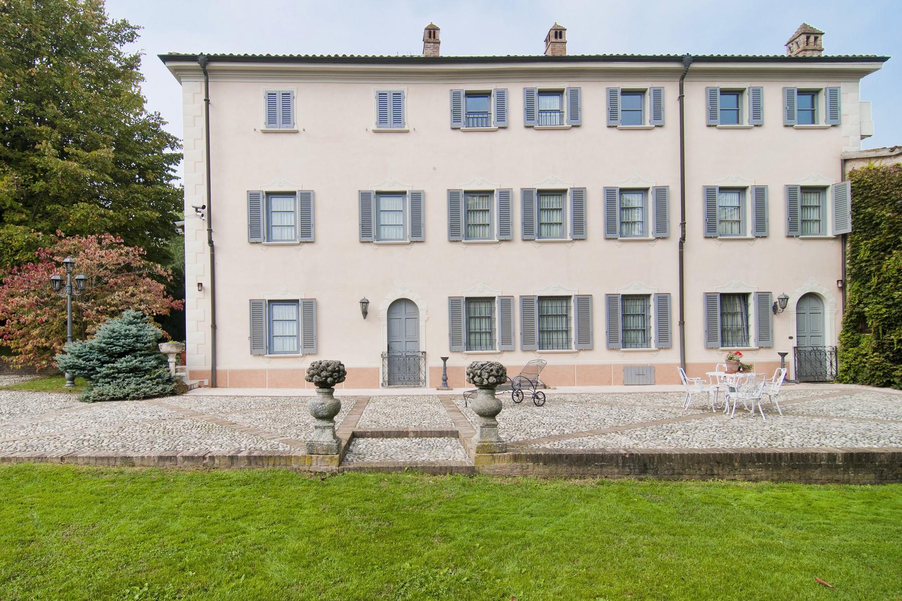 Villa in Vendita a Casteggio: 5 locali, 900 mq