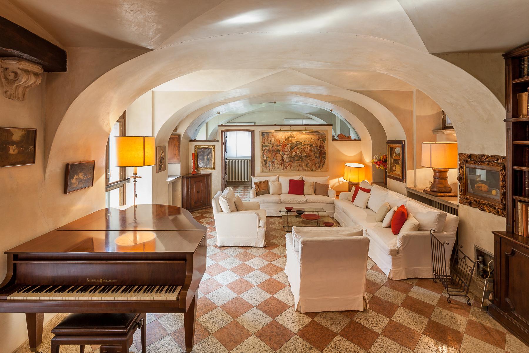 Villa in Vendita a Gorle: 5 locali, 850 mq