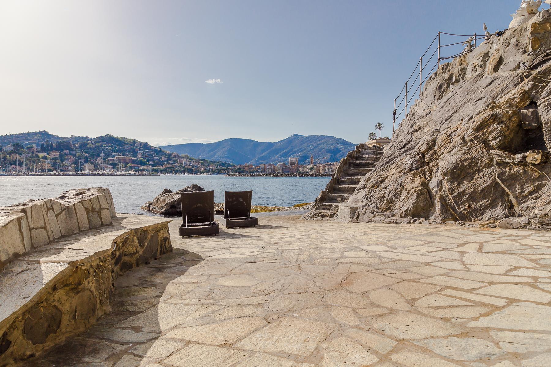 Appartamento in Vendita a Rapallo: 5 locali, 400 mq