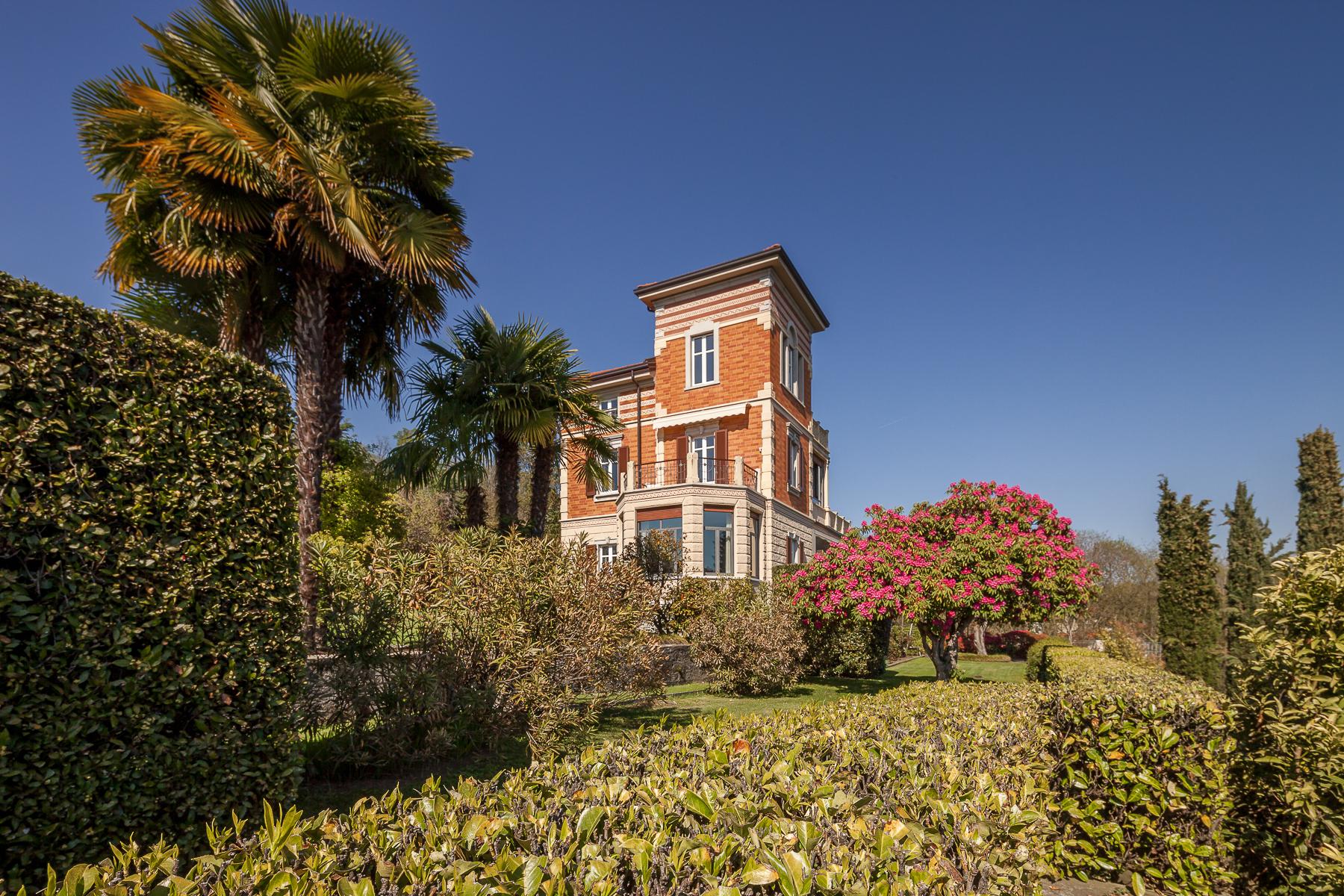 Villa in Vendita a Verbania: 5 locali, 520 mq