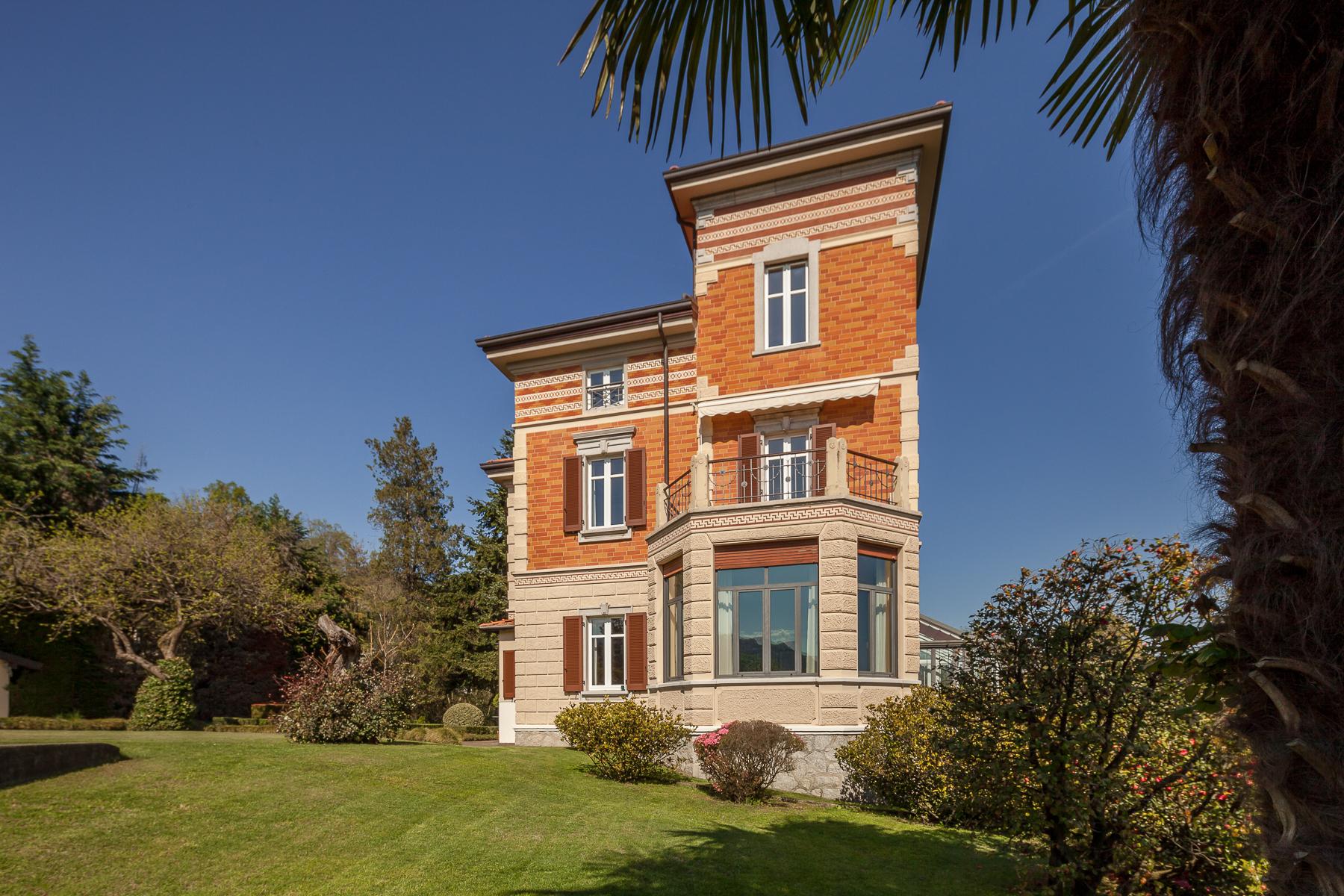 Villa di lusso in vendita a verbania via alla fontana for Immagini di entrate di ville