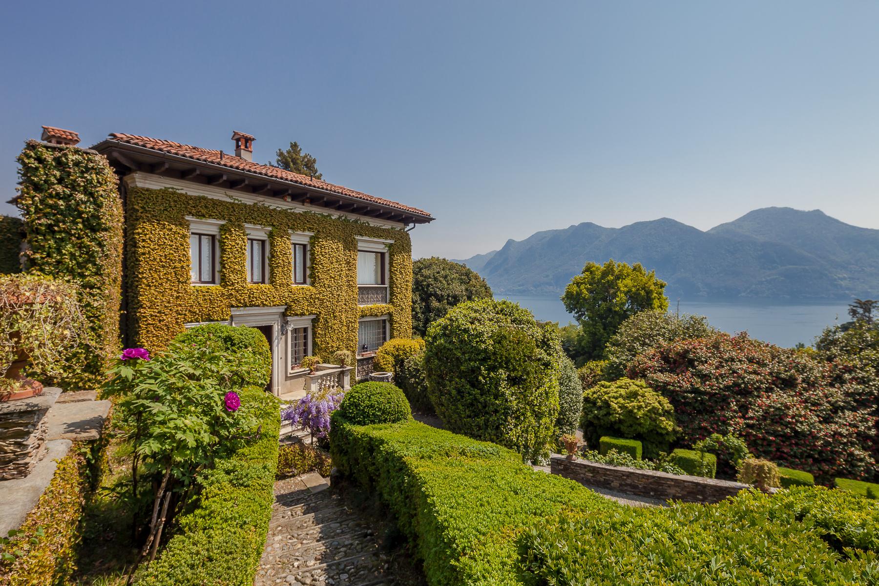 Villa in Vendita a Verbania: 5 locali, 1400 mq