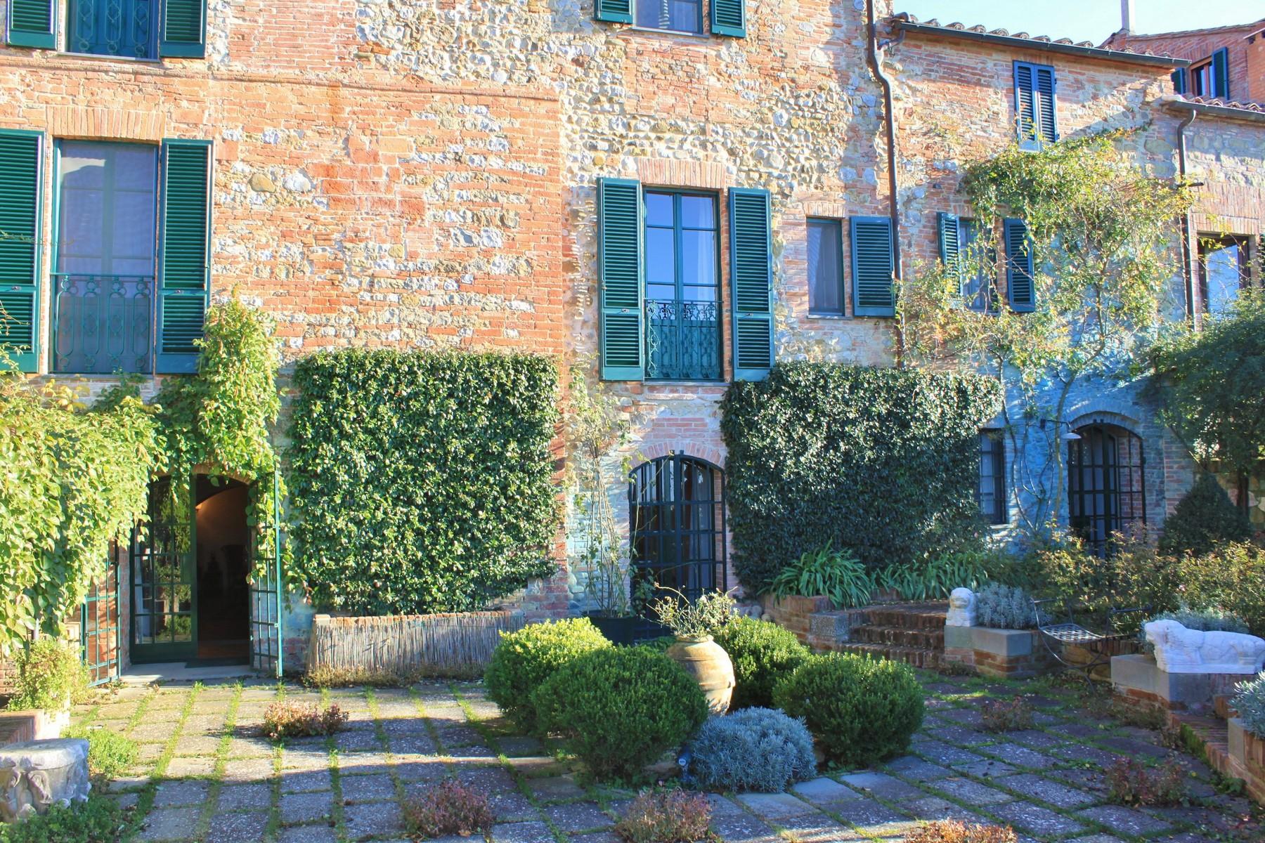 Palazzo in Vendita a Monteleone D'Orvieto: 5 locali, 600 mq