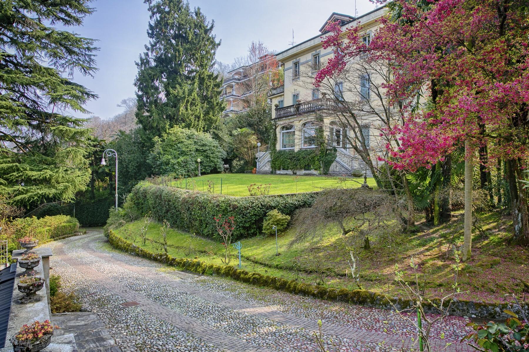 Villa in Vendita a Stresa via per binda