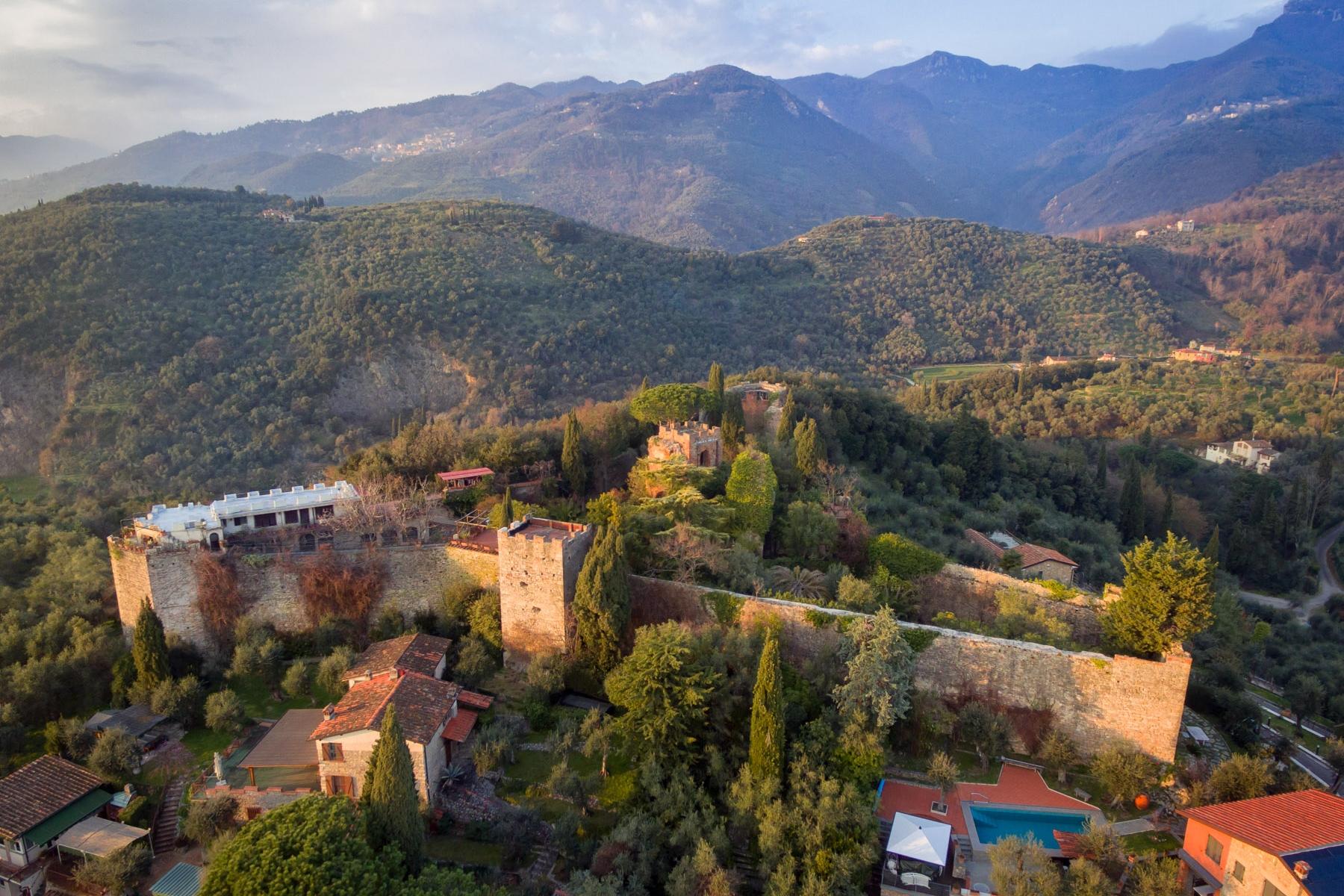 Villa in Vendita a Camaiore via cafaggiolo