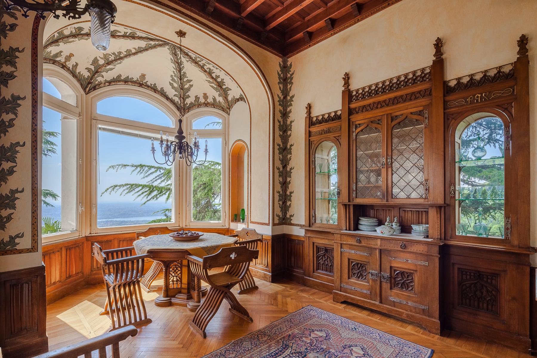 Villa in Vendita a Varese: 5 locali, 375 mq