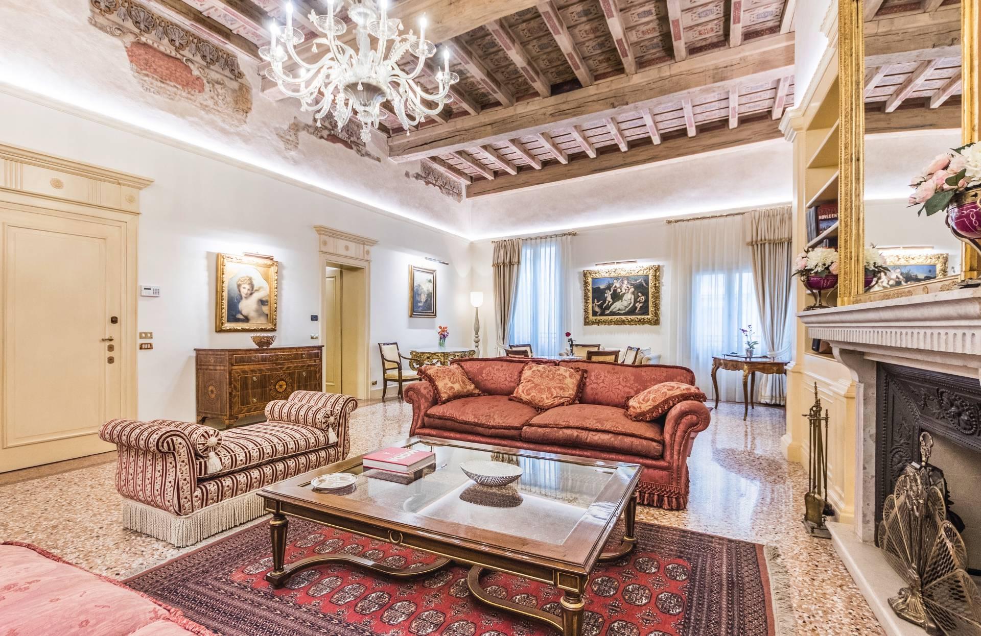 Appartamento in Vendita a Padova: 5 locali, 230 mq