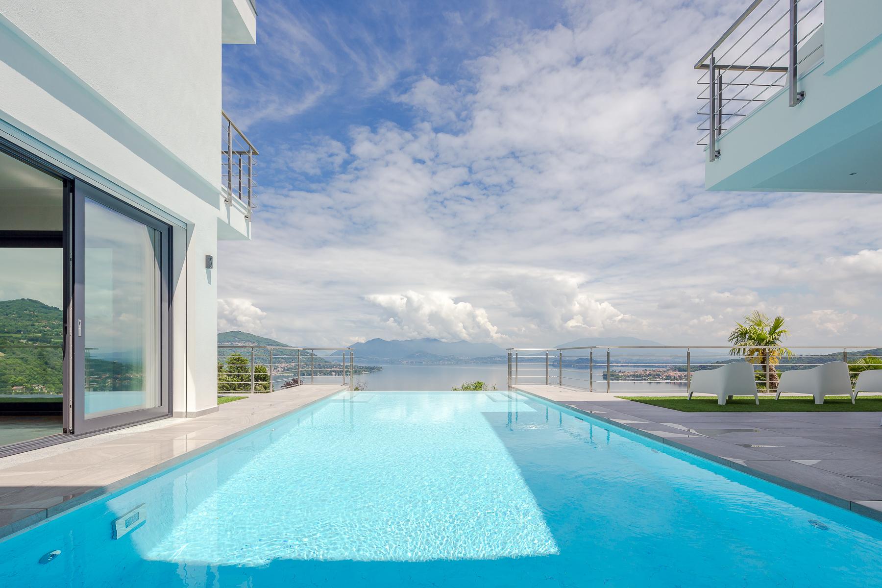 Villa in Vendita a Meina: 5 locali, 750 mq