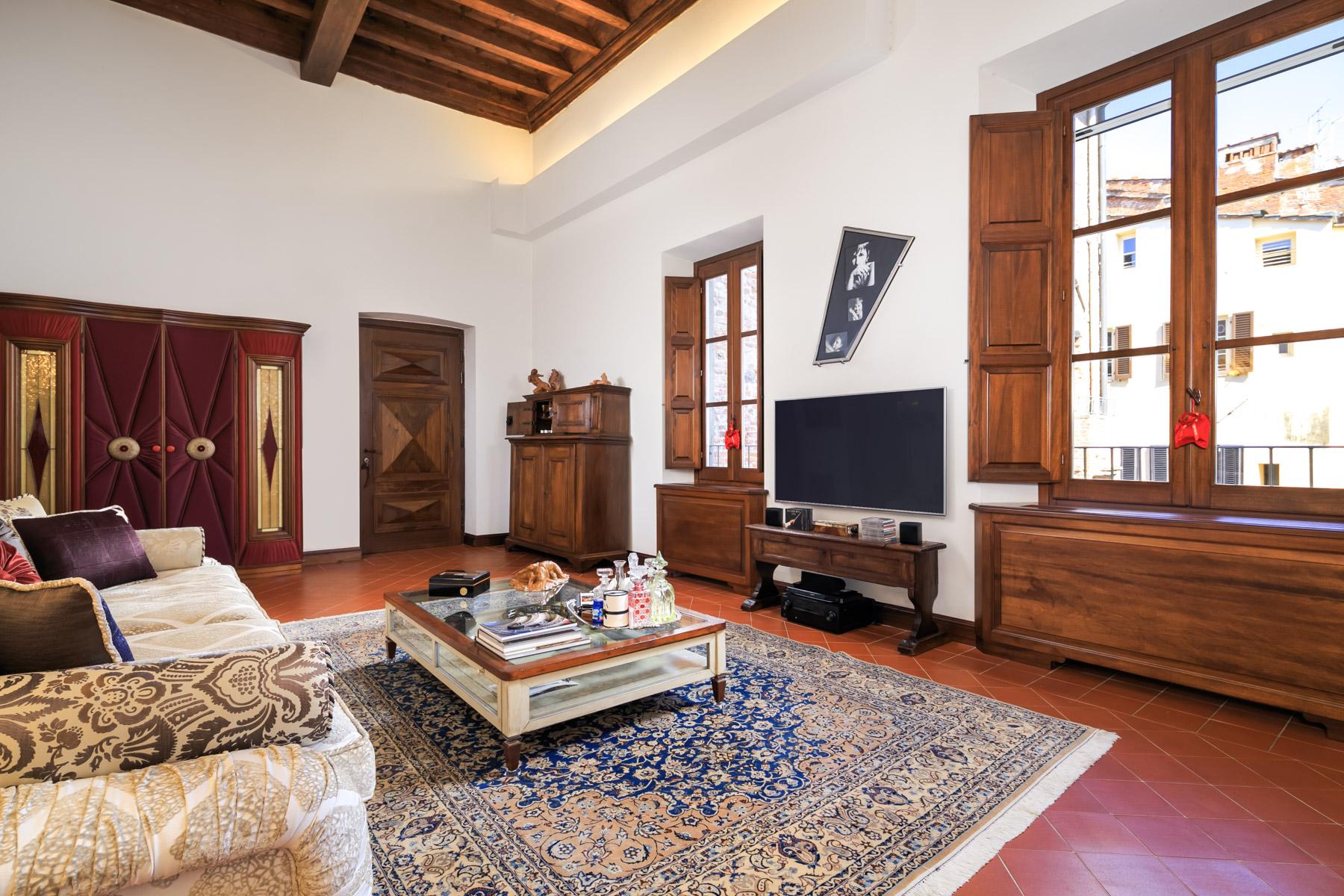 Appartamento in Vendita a Lucca via guinigi