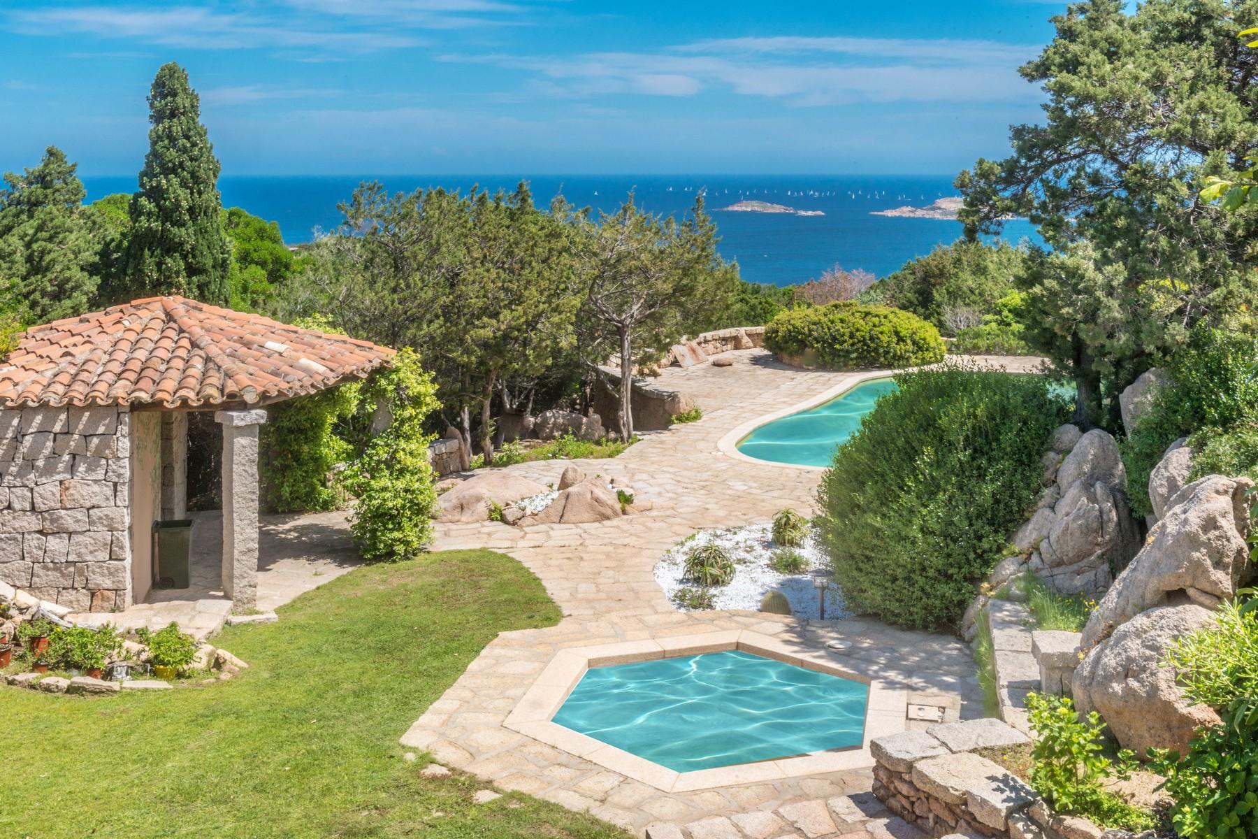 Villa in Vendita a Arzachena: 5 locali, 300 mq