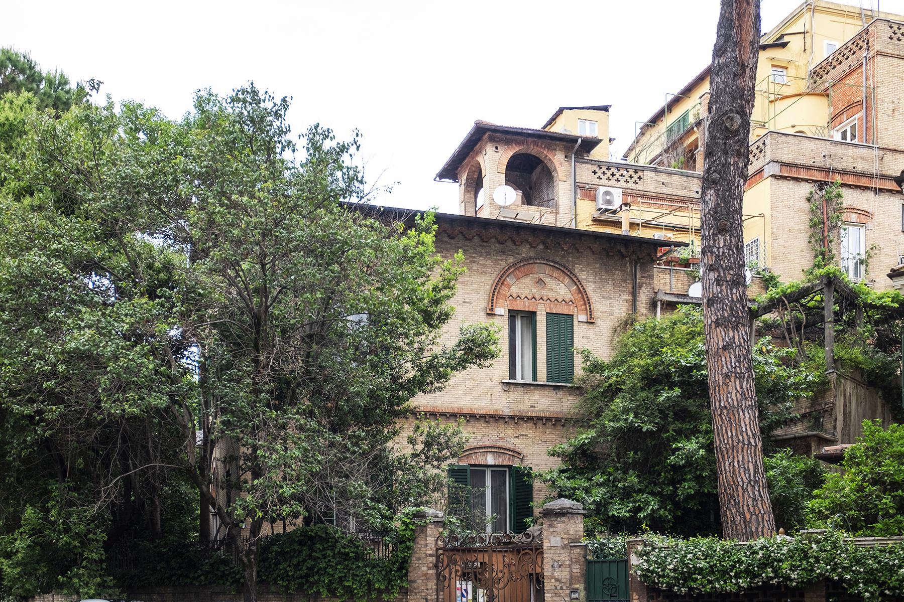Villa in Vendita a Roma via pompeo magno