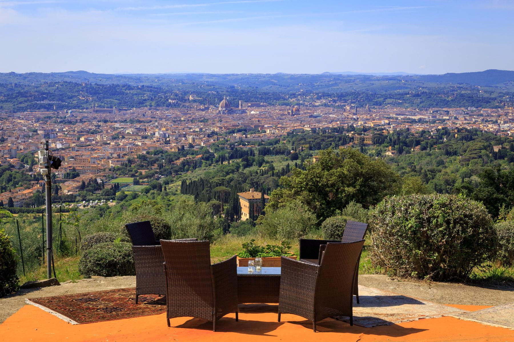 Villa in Vendita a Firenze Semicentro Nord: 5 locali, 1700 mq