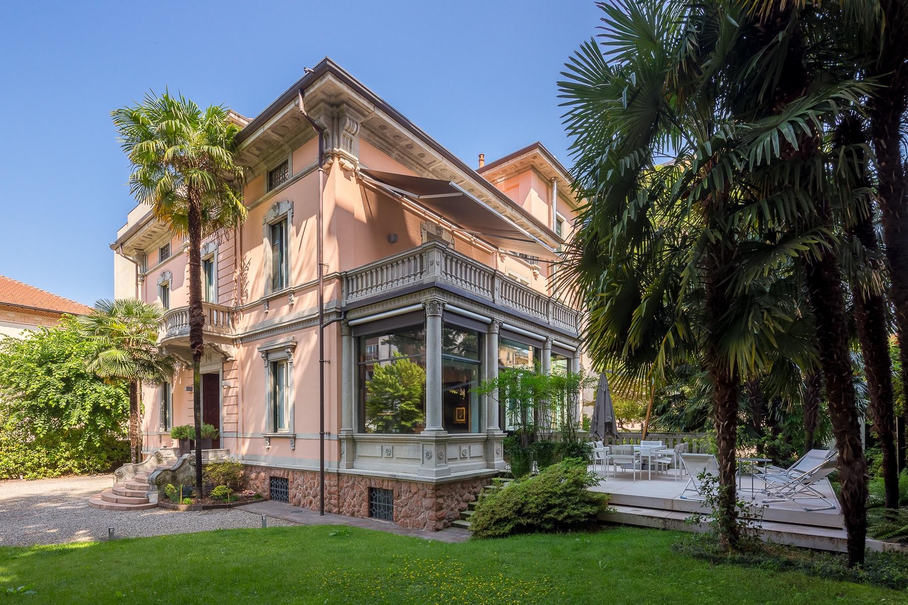 Villa in Vendita a Varese Centro:  5 locali, 800 mq  - Foto 1