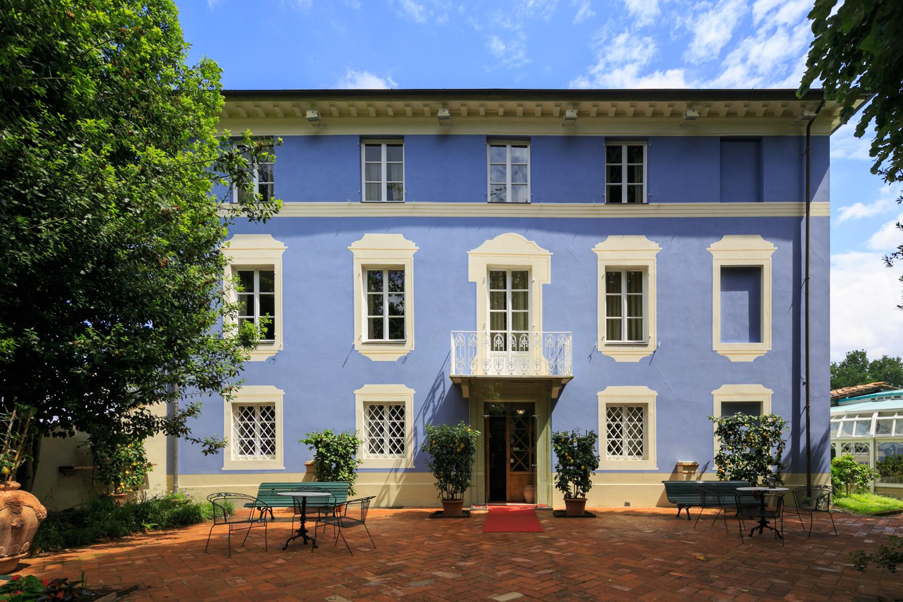 Villa in Vendita a Lucca: 5 locali, 700 mq