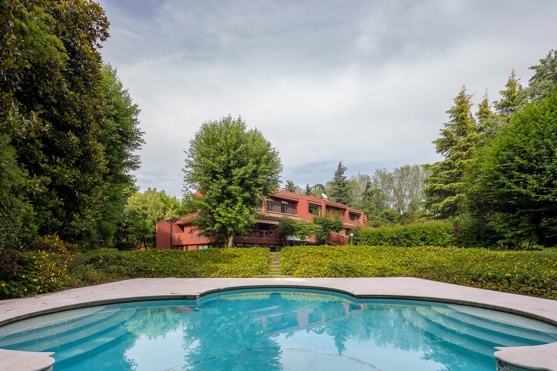 Villa in Vendita a Basiglio: 5 locali, 350 mq