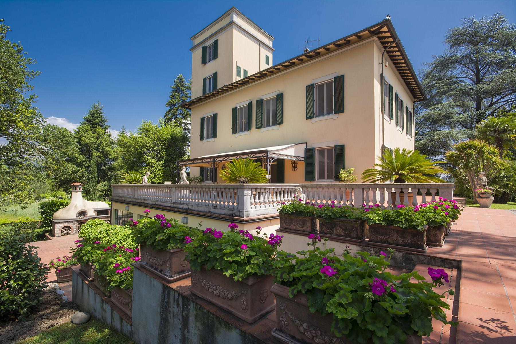 Villa in Vendita a Lucca: 5 locali, 760 mq