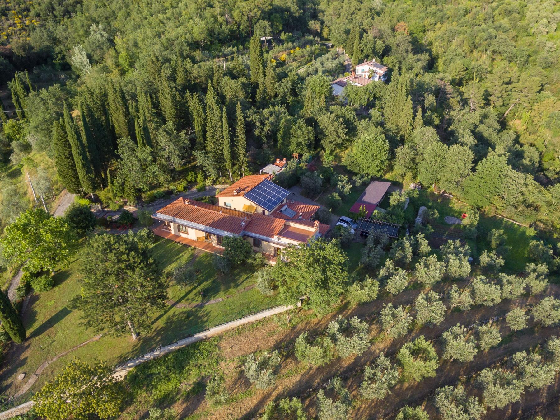 Villa in Vendita a Reggello via poggio a mandri