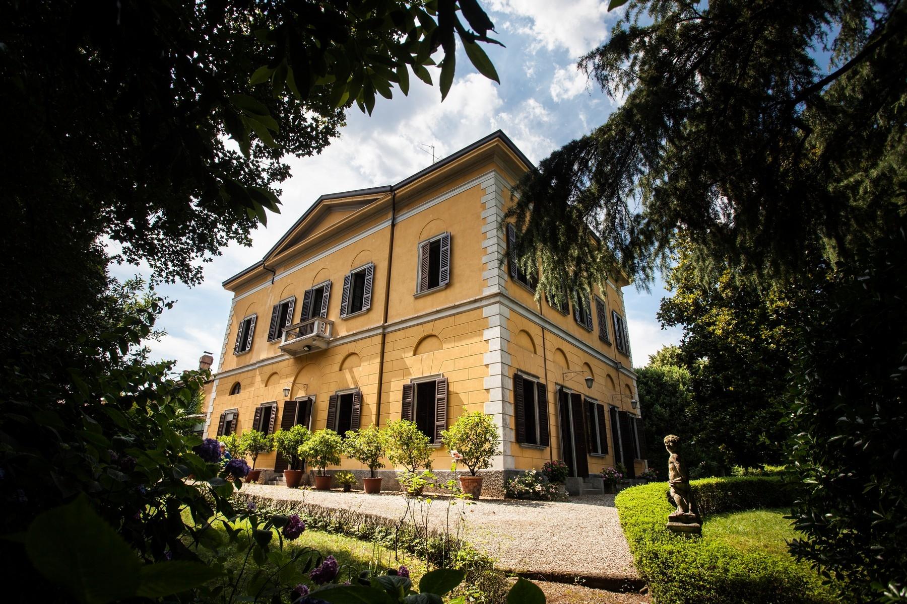 Villa in Vendita a Verano Brianza: 5 locali, 1080 mq