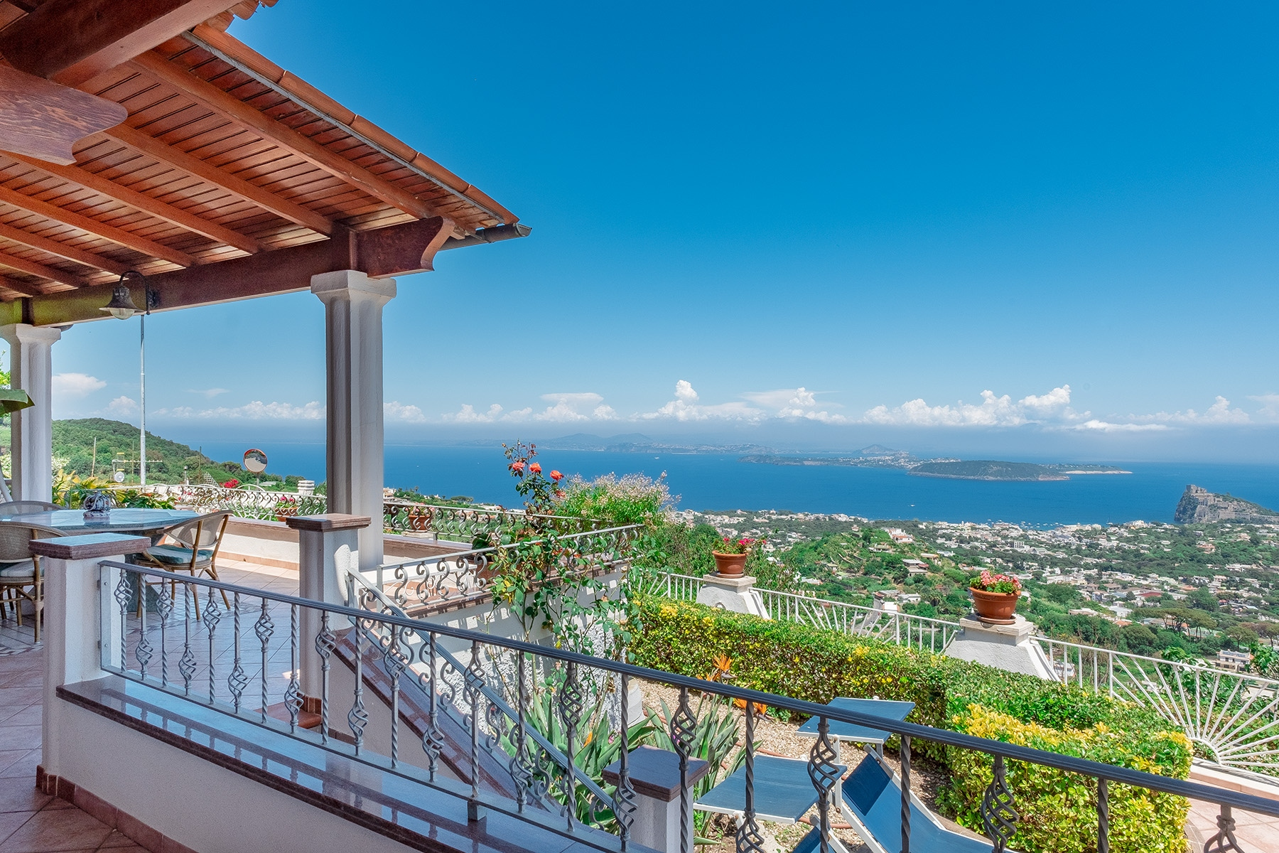 Villa in Vendita a Ischia via del duca degli abbruzzi