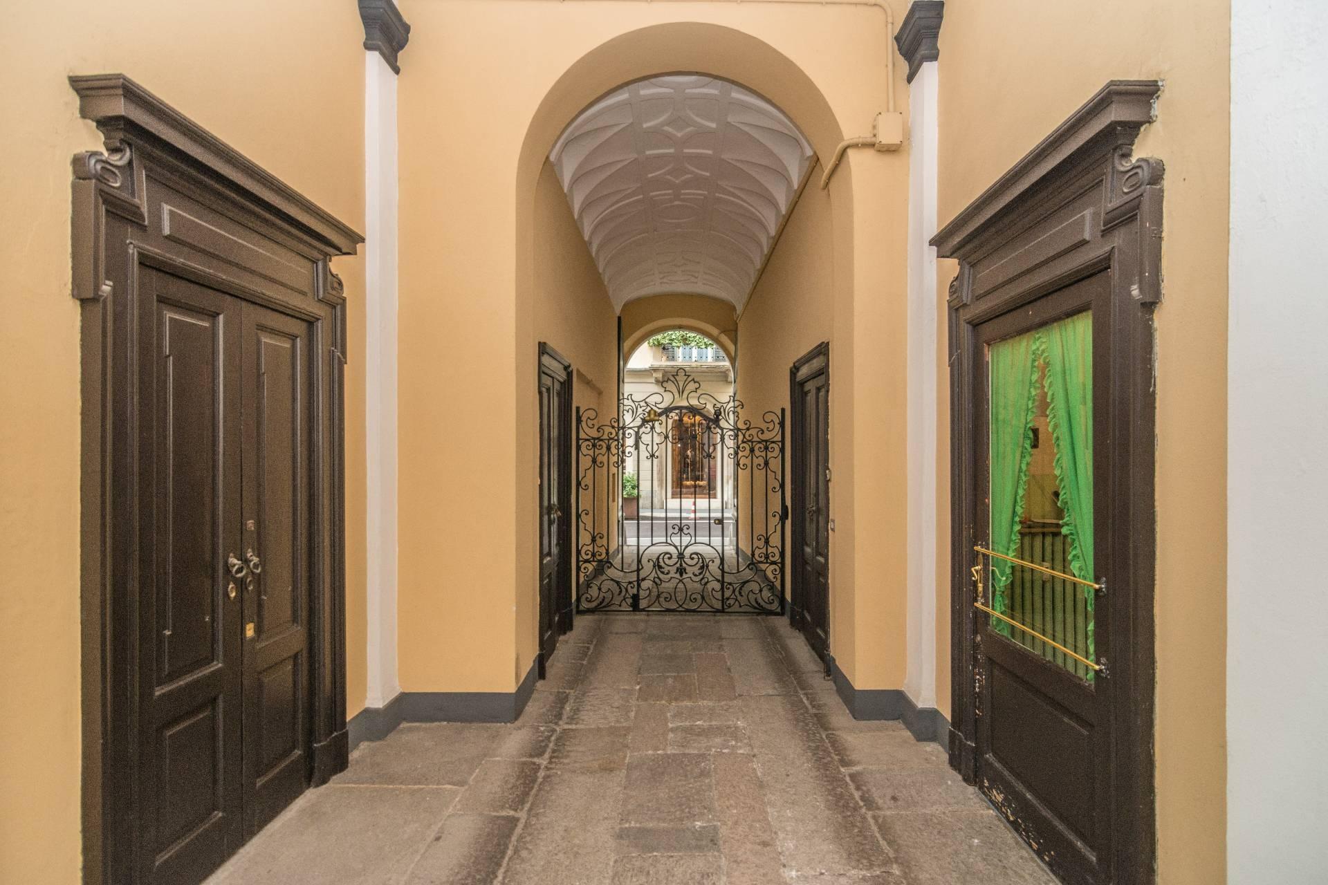 Appartamento in Affitto a Milano: 5 locali, 213 mq - Foto 3