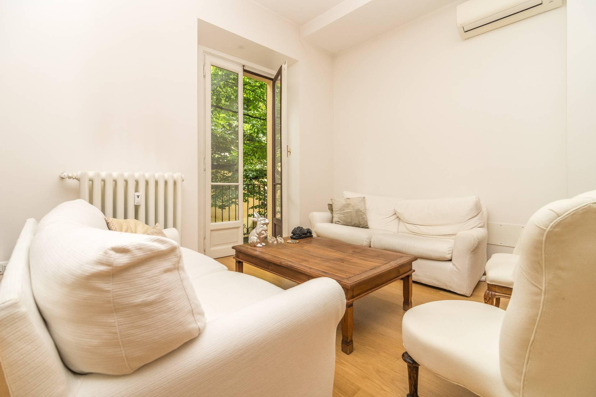 Appartamento in Affitto a Milano via gesu'