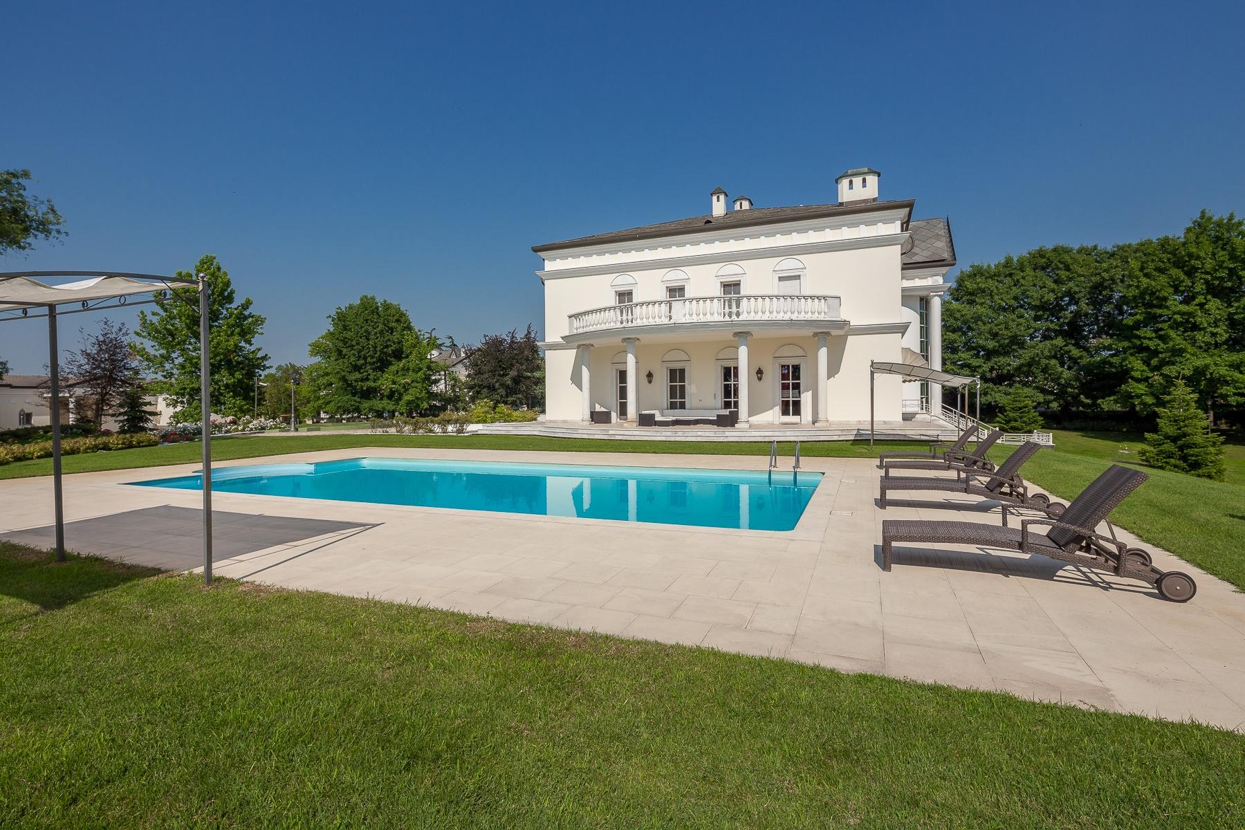 Villa in Vendita a Robbio: 5 locali, 1300 mq - Foto 1