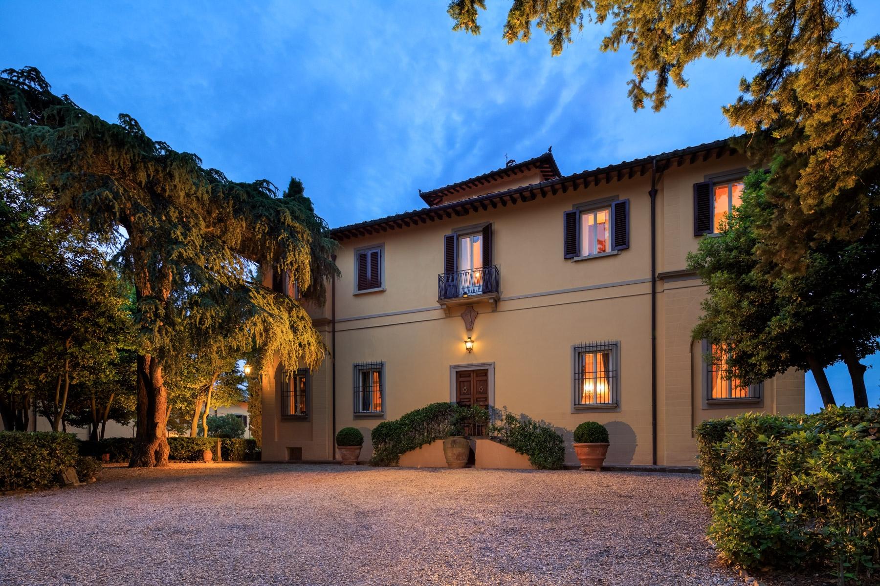 Villa in Vendita a Lastra A Signa: 5 locali, 1750 mq