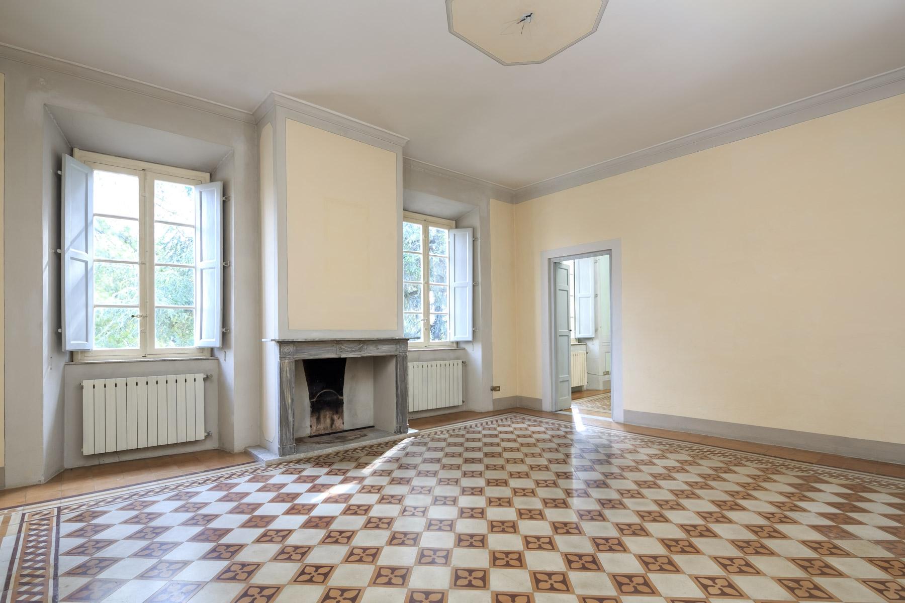 Appartamento in Vendita a Lucca: 5 locali, 251 mq - Foto 2