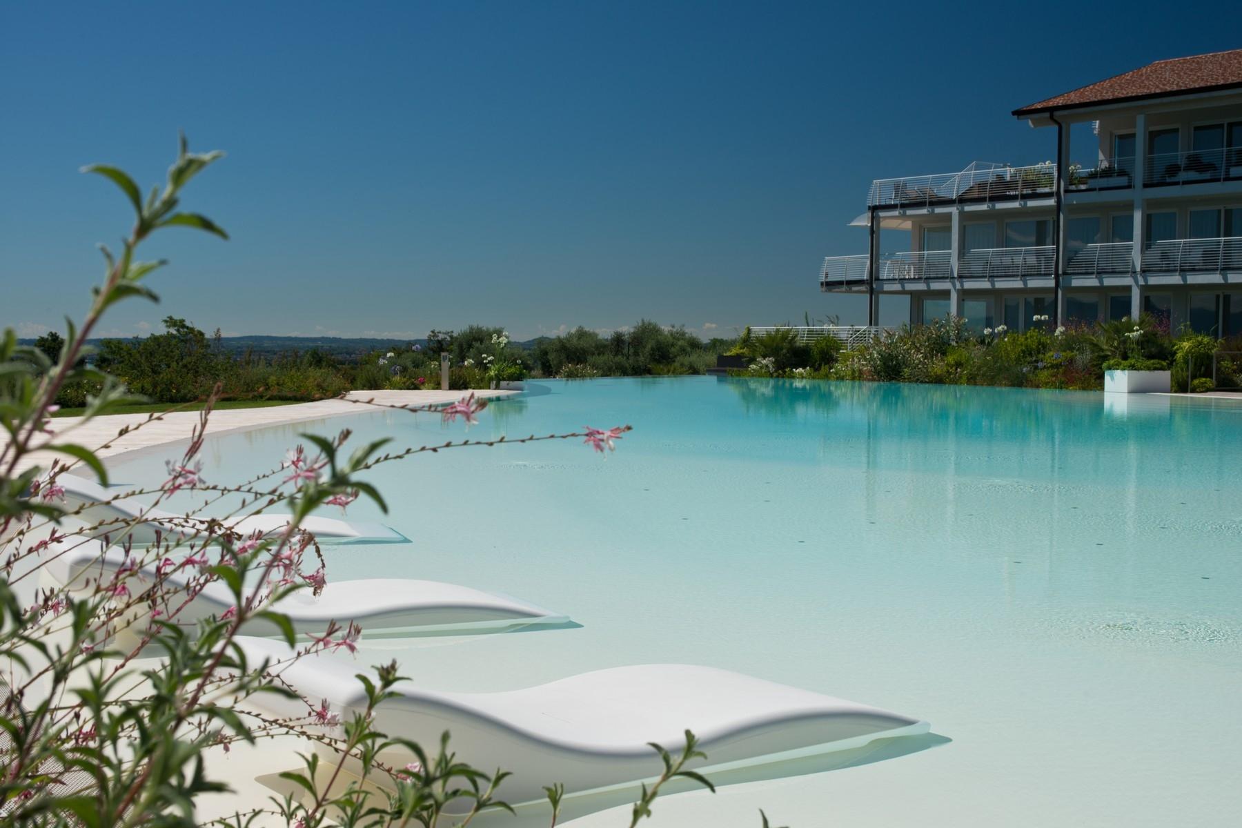 Appartamento in Vendita a Padenghe Sul Garda: 5 locali, 380 mq