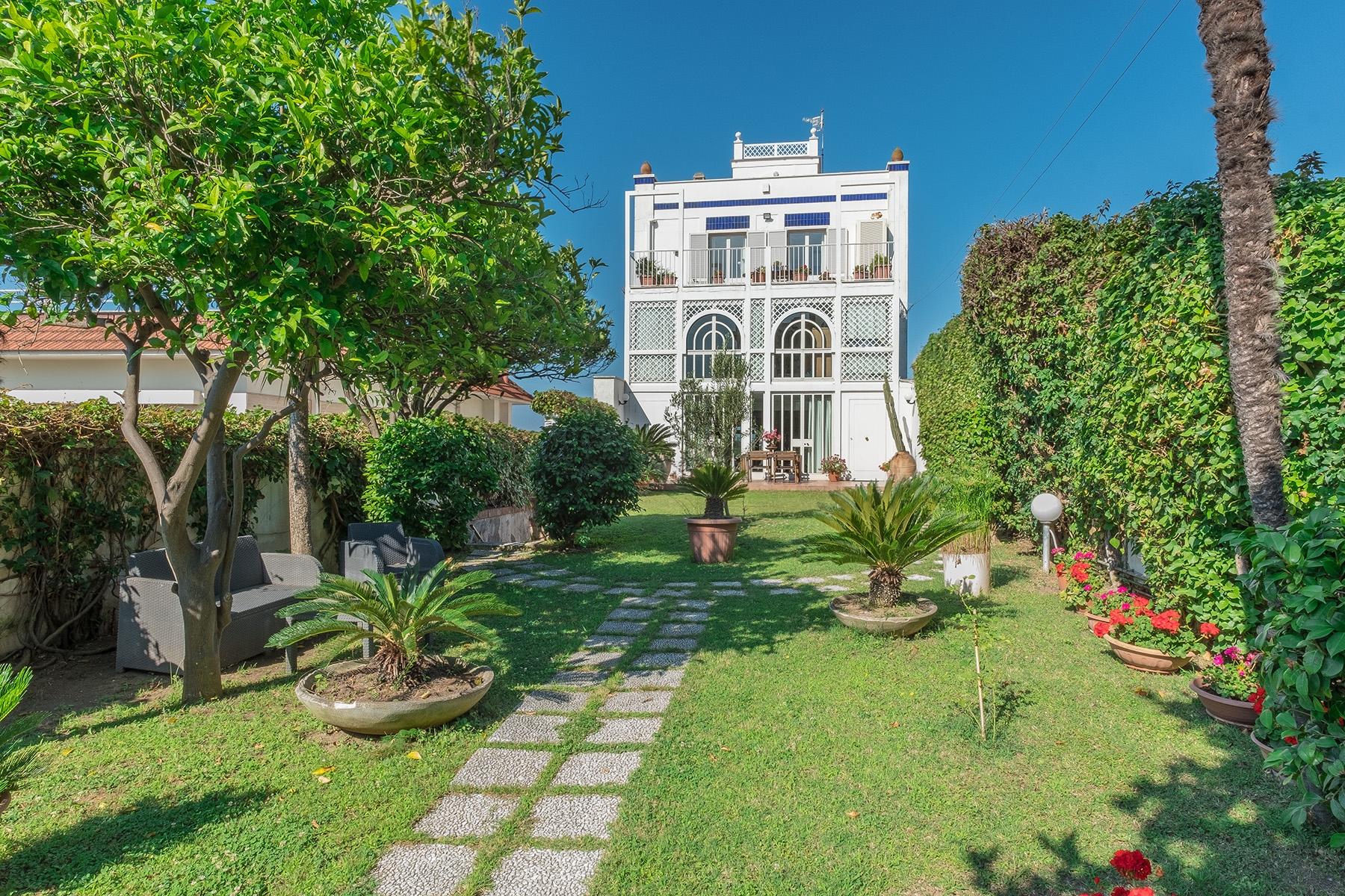 Villa in Vendita a Napoli via posillipo