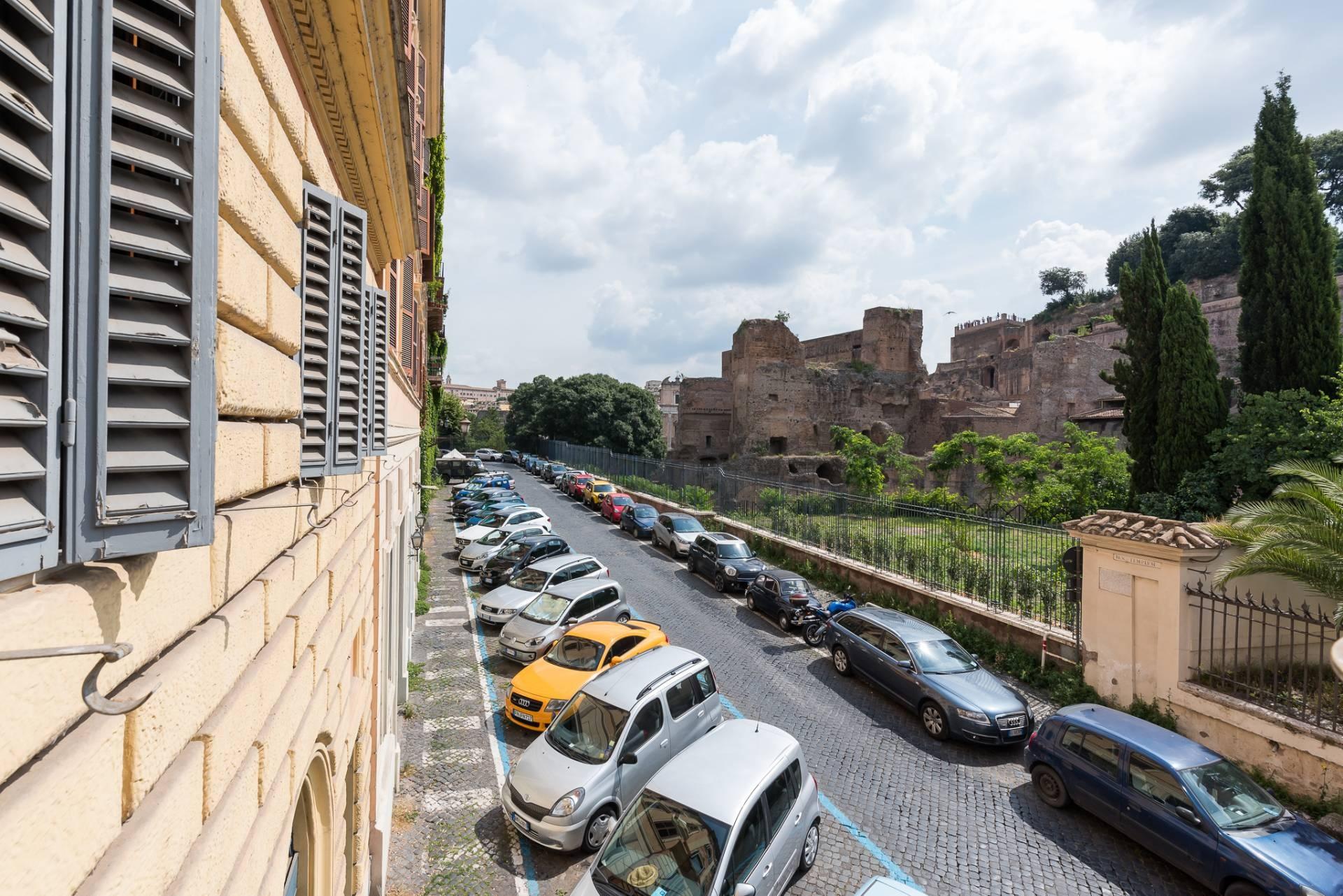 Appartamento in Vendita a Roma: 5 locali, 300 mq - Foto 1