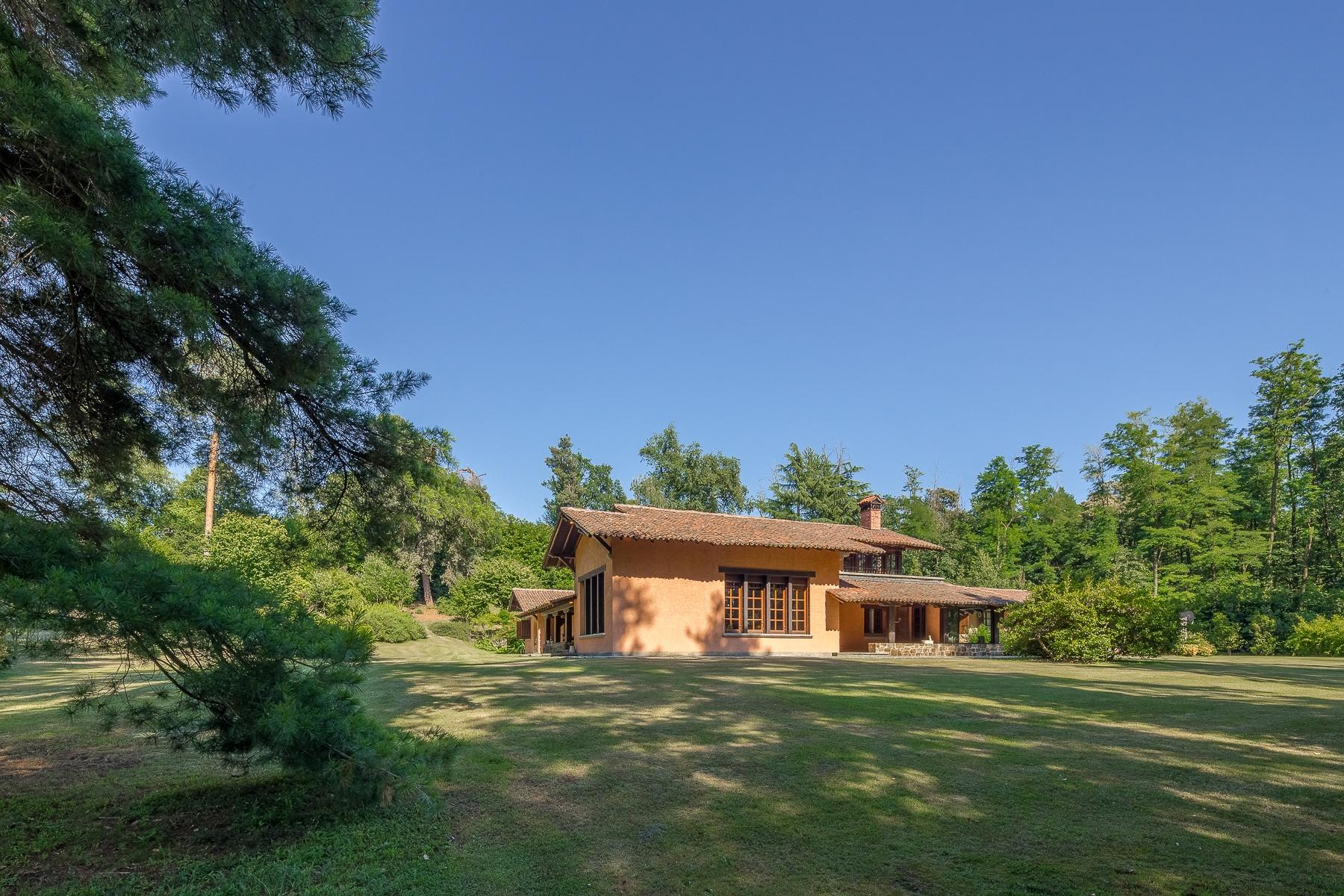 Villa in Vendita a Oleggio Castello: 5 locali, 800 mq