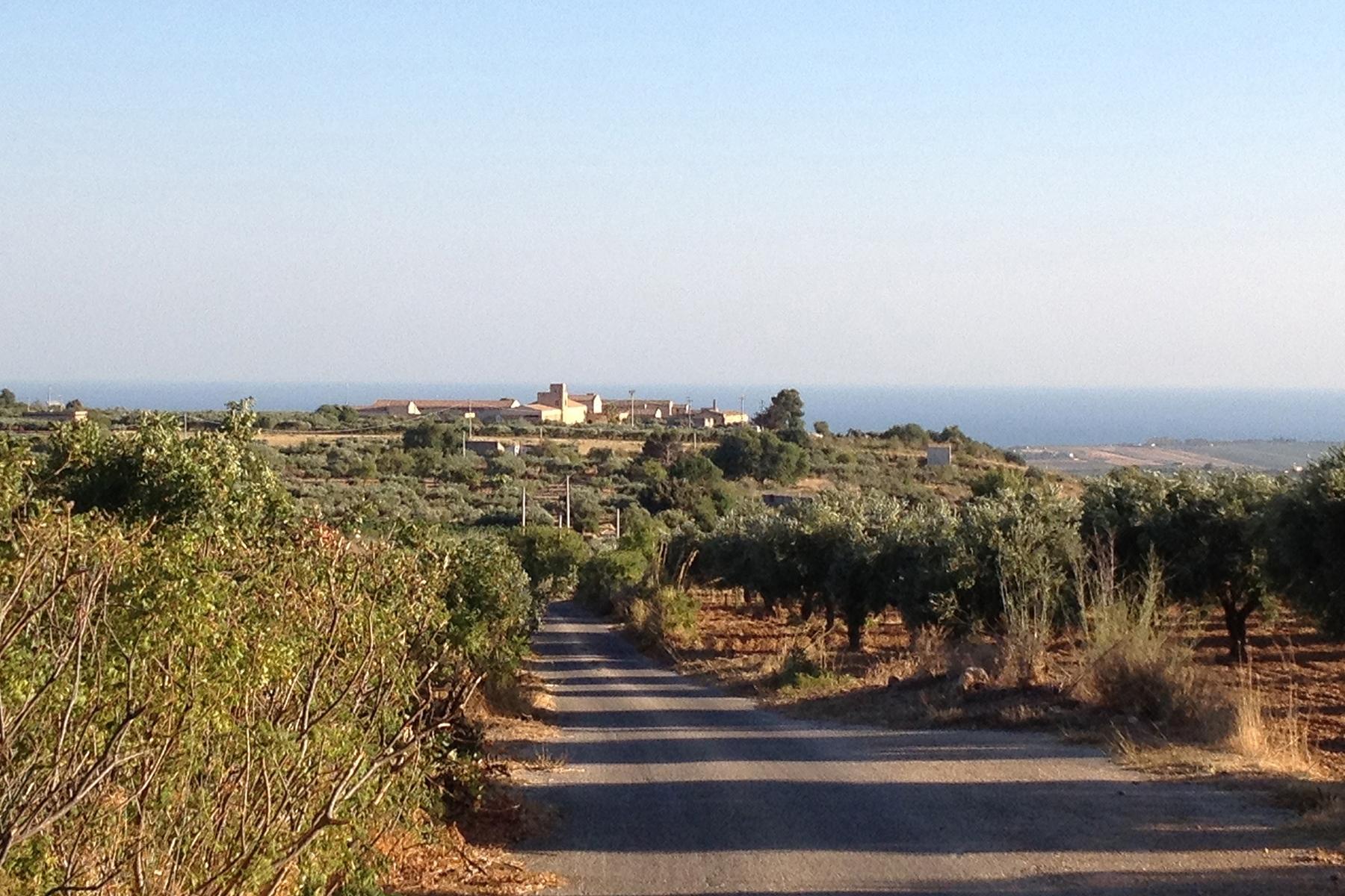 Villa in Vendita a Menfi: 5 locali, 4400 mq - Foto 2
