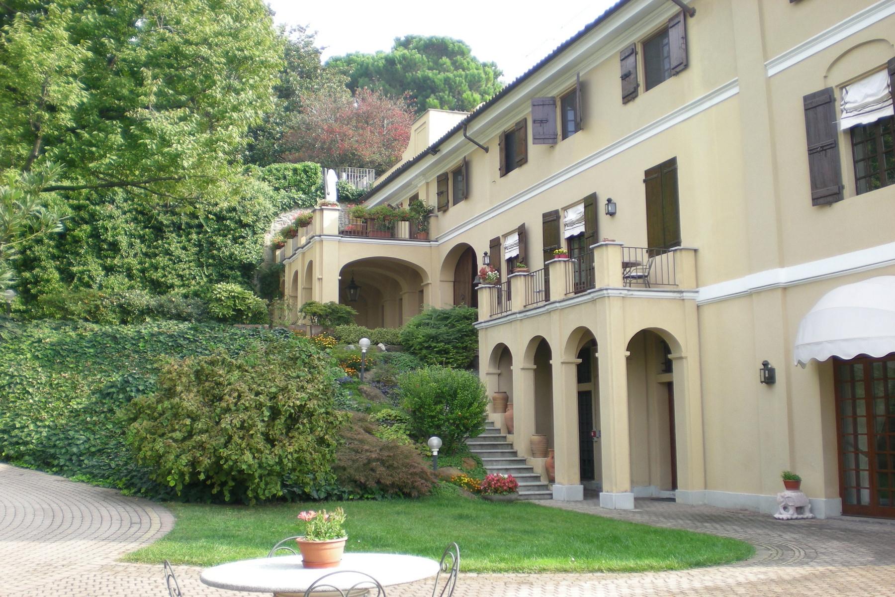 Villa in Vendita a Moncalieri via c. ferrero di cambiano