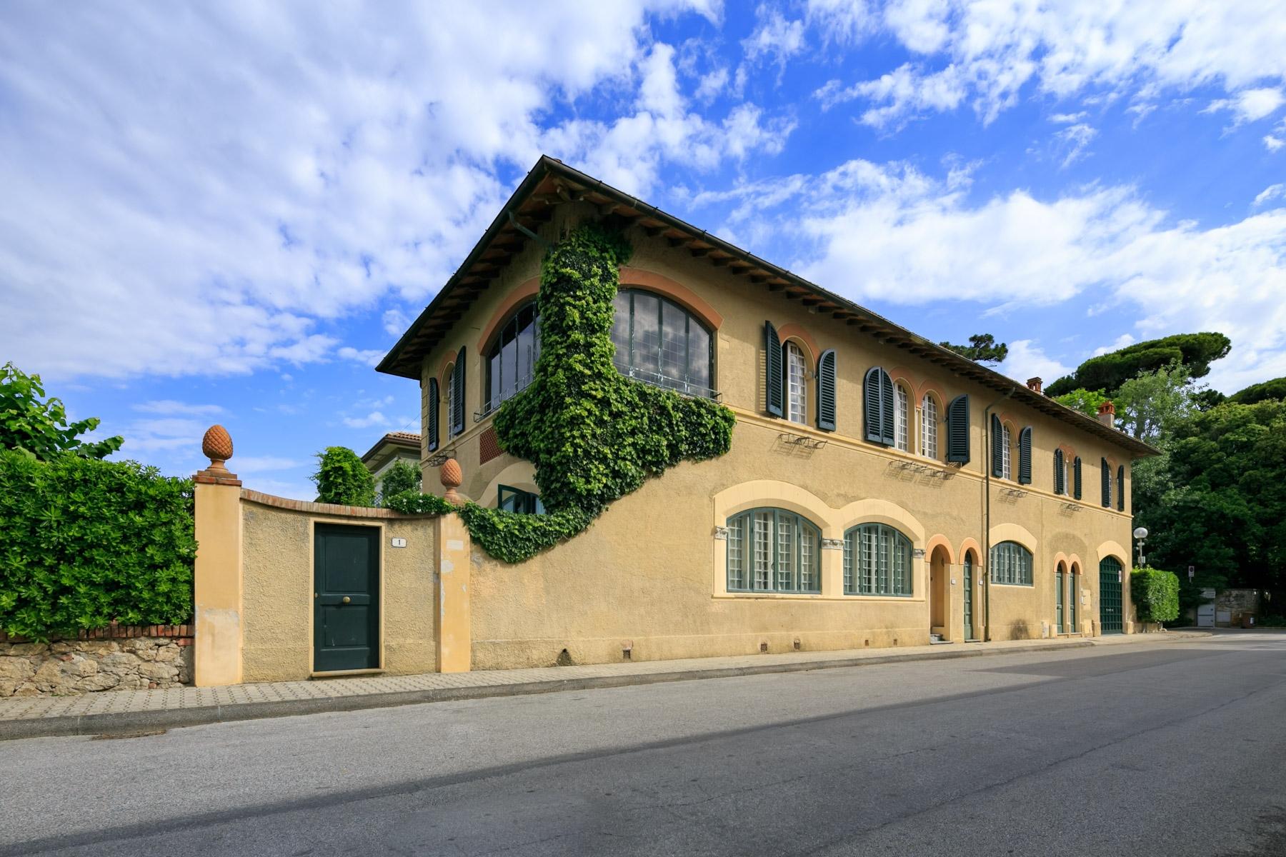Villa in Vendita a Forte Dei Marmi: 5 locali, 380 mq