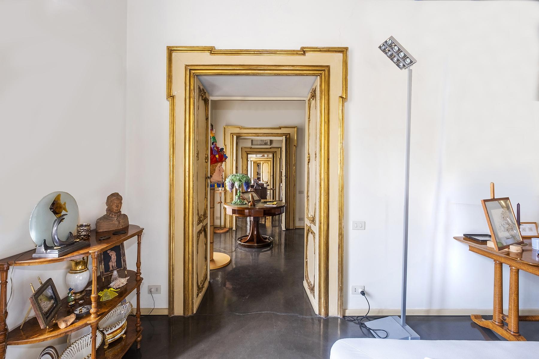 Appartamento in Vendita a Roma via della mercede