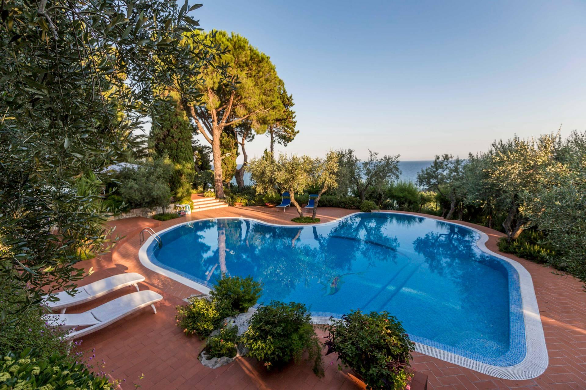 Villa in Vendita a Sperlonga via flacca 12000